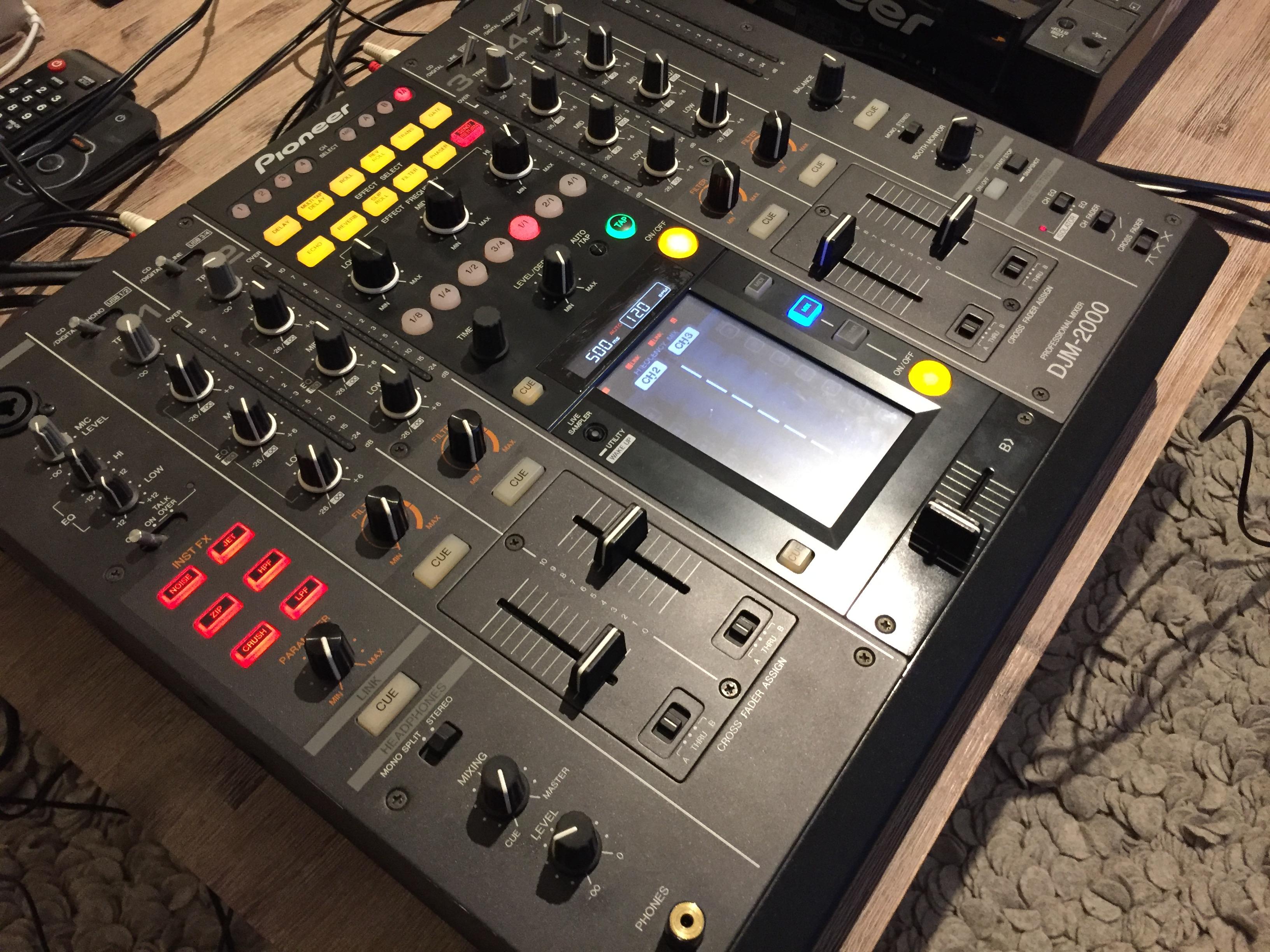 Vend table de mixage pioneer djm 2000 ile de france - Table de mixage pioneer djm 2000 ...