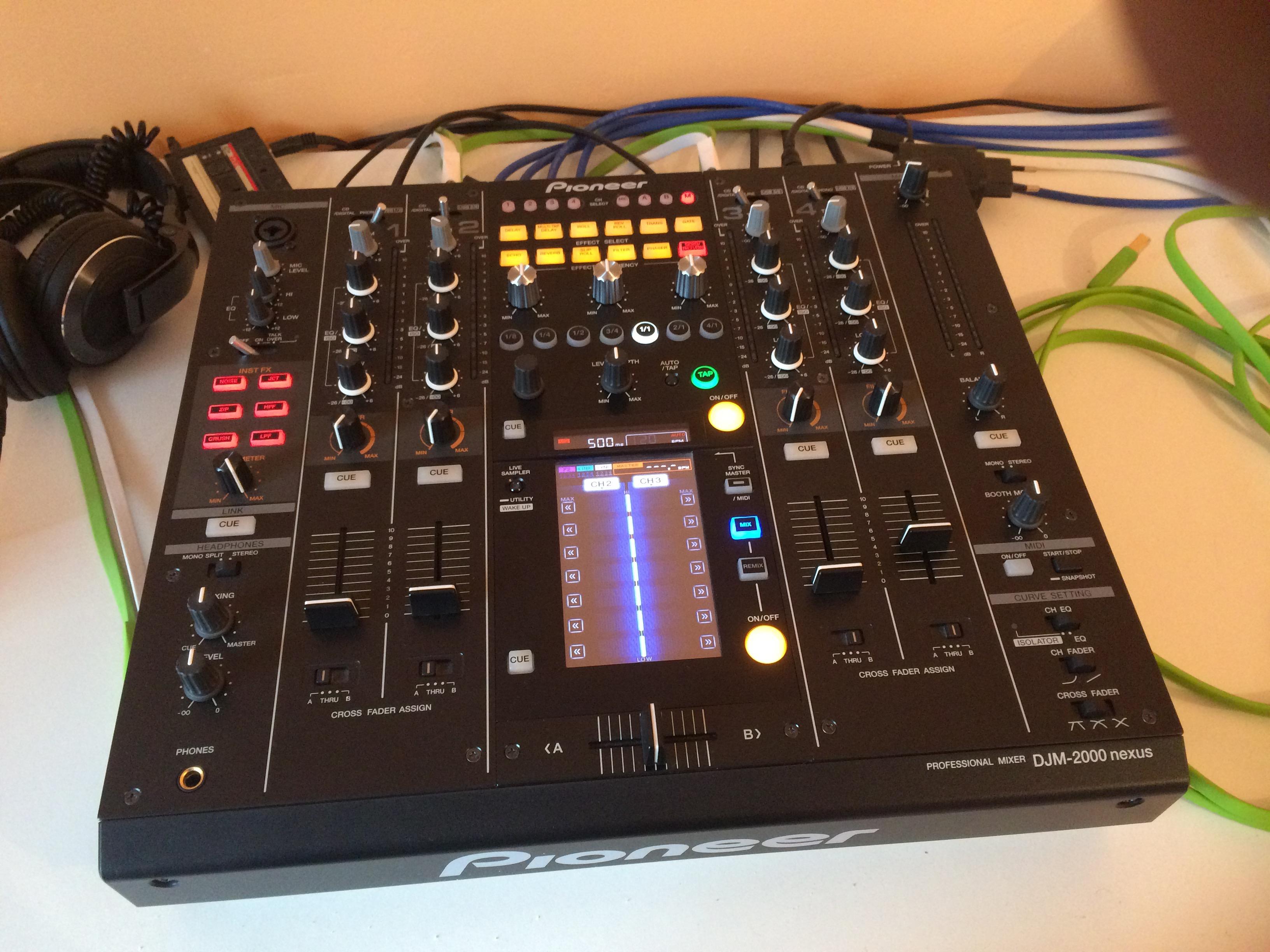Vends table de mixage pioneer djm 2000 nexus languedoc - Table de mixage pioneer djm 2000 ...