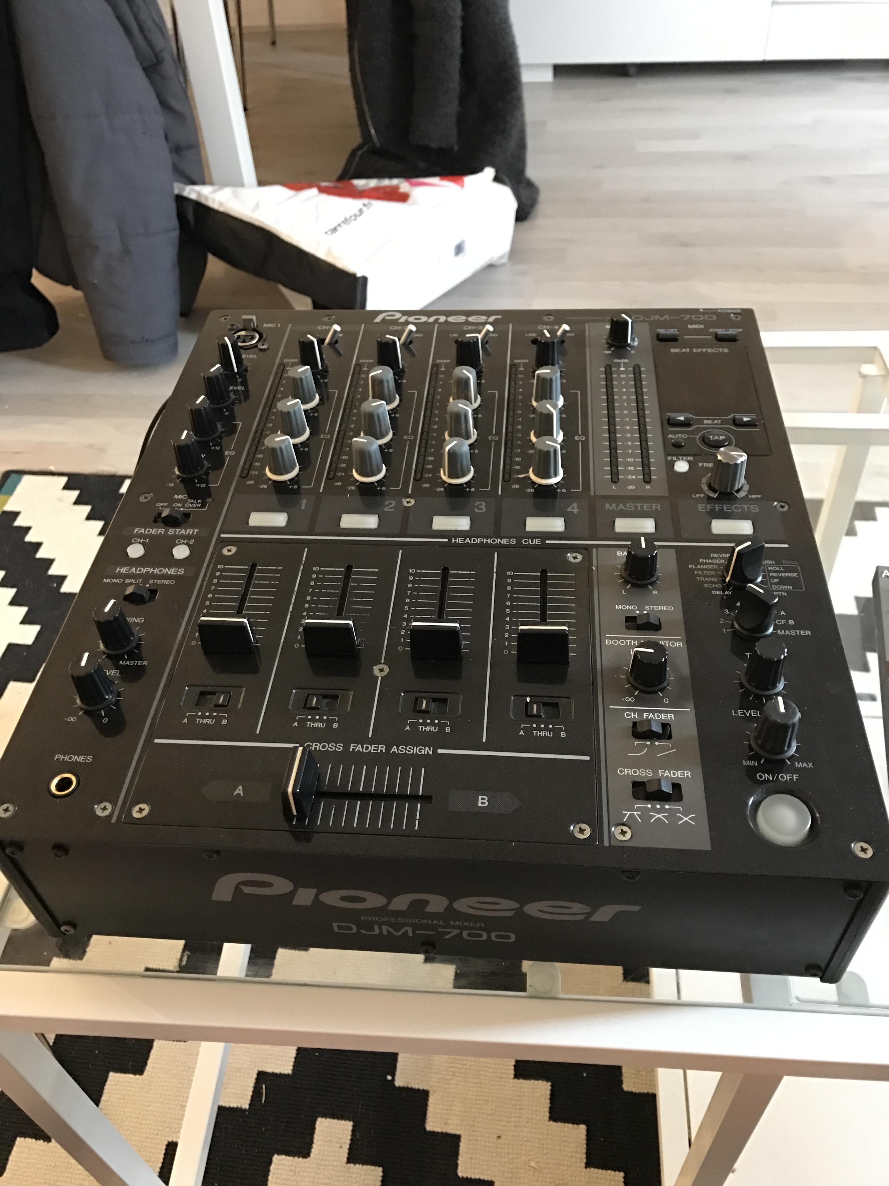 Vend table de mixage djm 700 k pioneer ile de france - Pioneer table de mixage ...