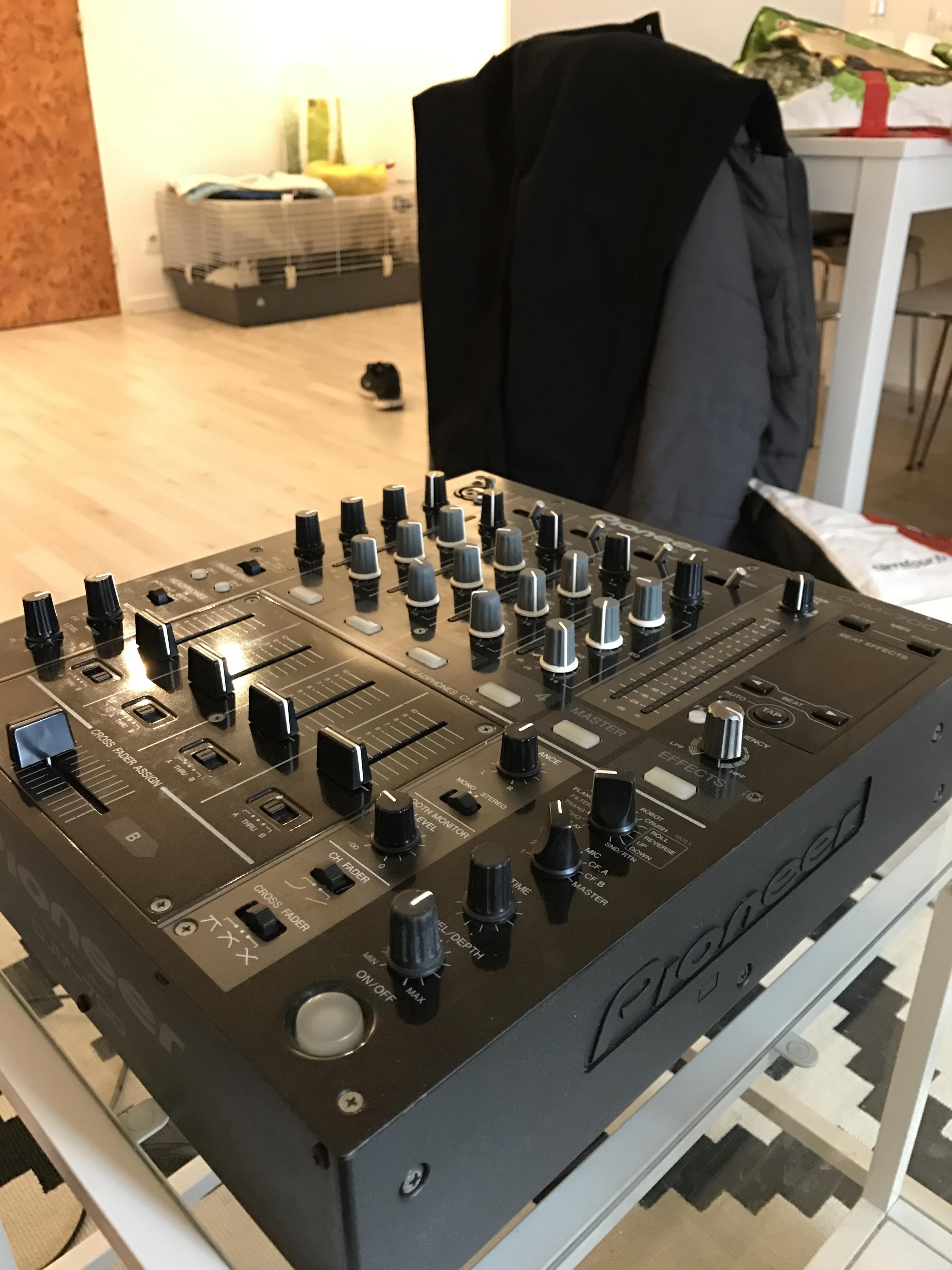 Vend table de mixage djm 700 k pioneer ile de france - Table de mixage pioneer occasion ...
