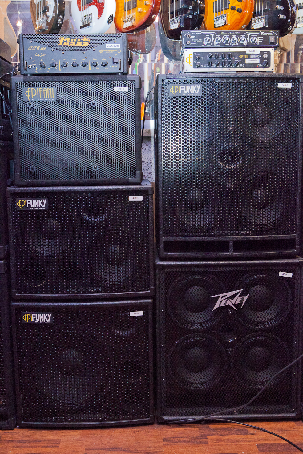 What To Look For In Order Choose The Right Bass Amp Audiofanzine Road Gear 1 Amplifier Head Cabinet Hitam On Two Versions Of A 4x10 Inch Left From Bottom Top 15 2x10 And 12