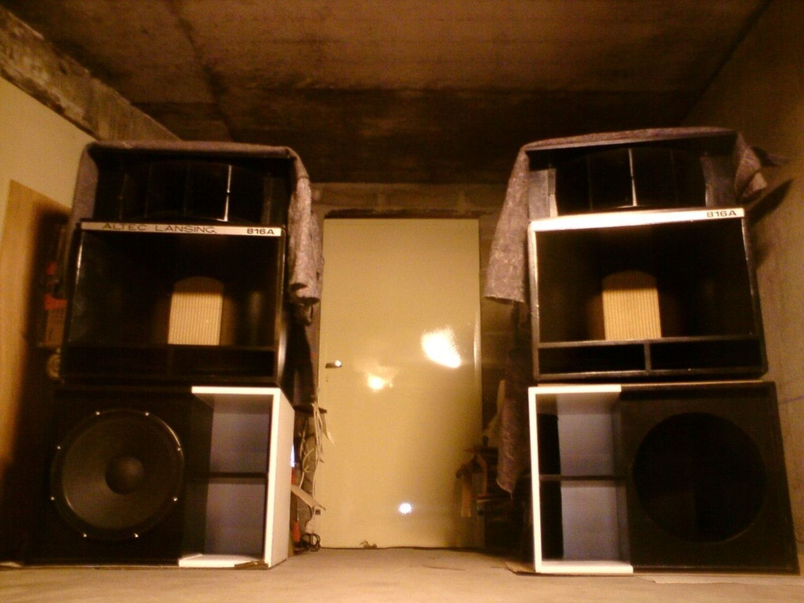 rcf esw 1018 image 26218 audiofanzine. Black Bedroom Furniture Sets. Home Design Ideas