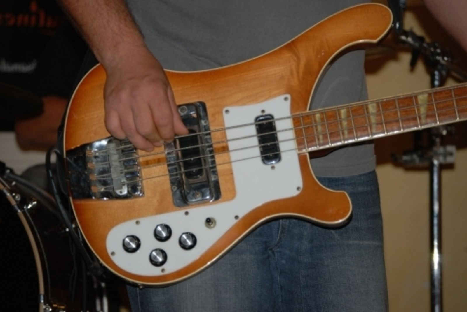 Rickenbacker 4001 Stereo image...