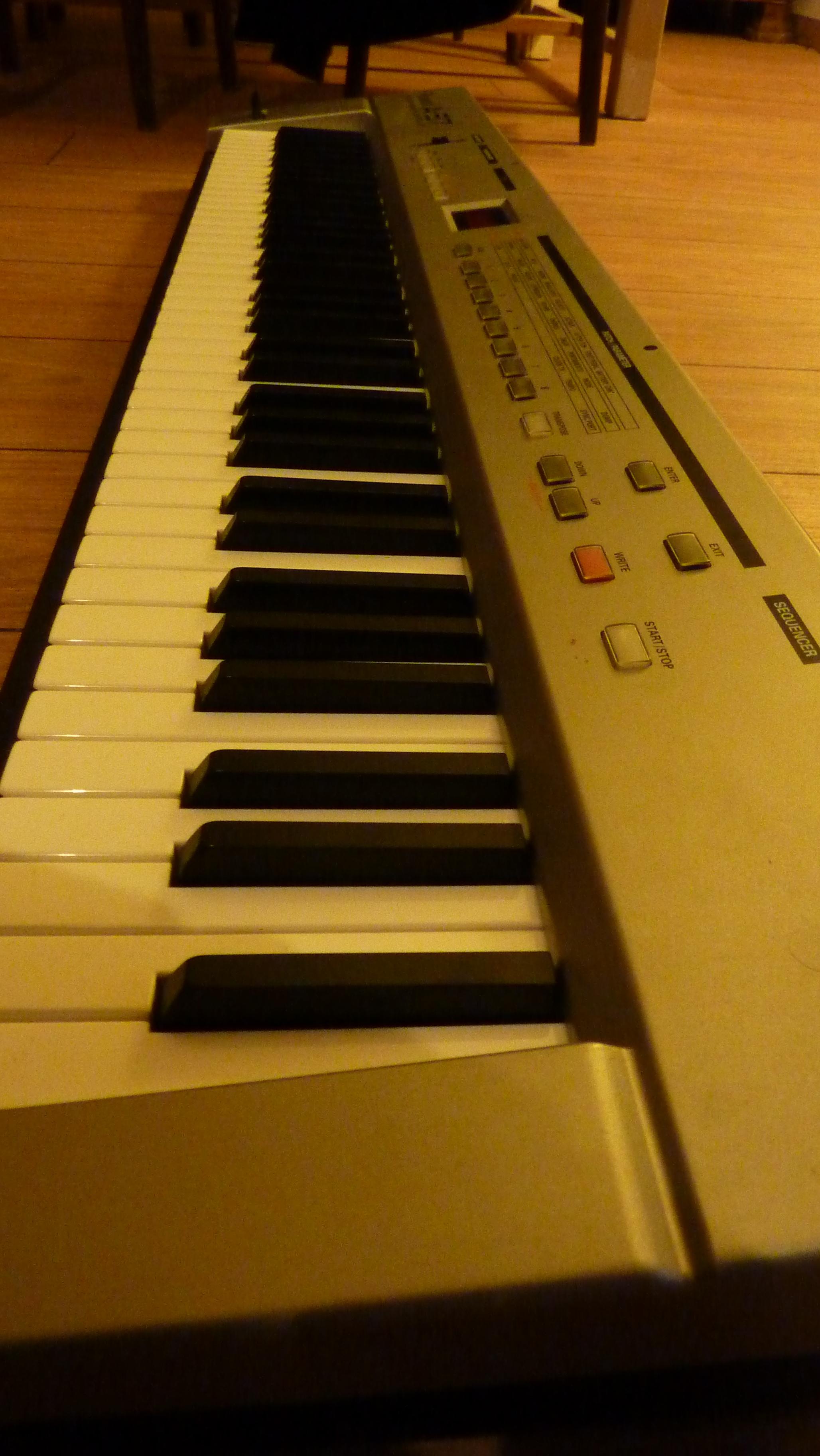 clavier maitre roland a37 toucher semi lourd pays de la loire audiofanzine