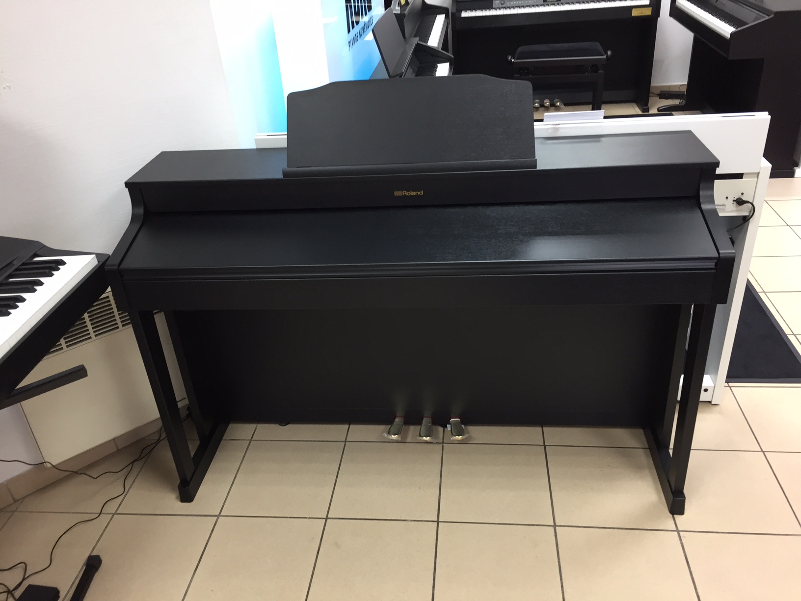 Hp603 roland hp603 audiofanzine for Yamaha cp4 weight