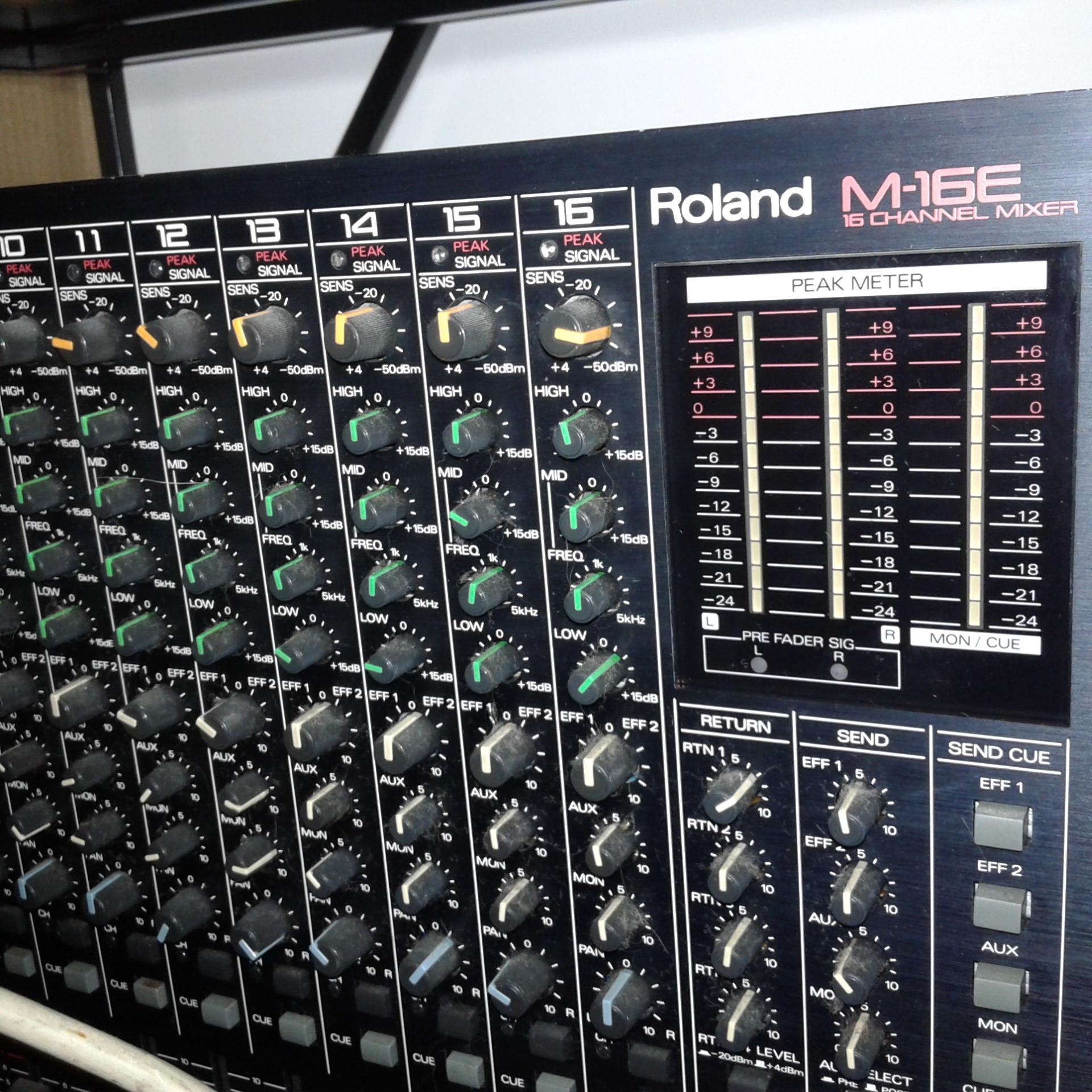 Photo roland m 16e table de mixage 1671952 audiofanzine - Table de mixage en ligne gratuit ...