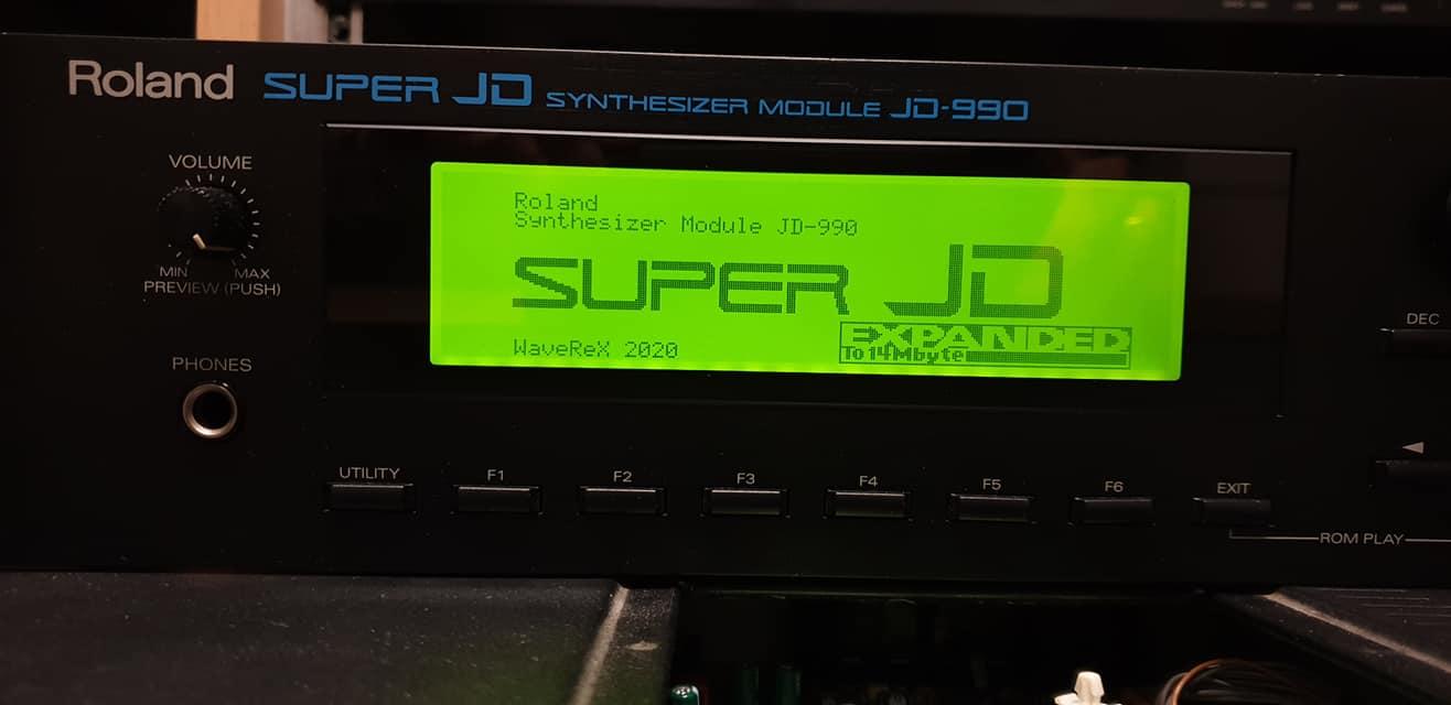https://medias.audiofanzine.com/images/normal/roland-sr-jv80-04-vintage-synthesizer-3078588.jpg