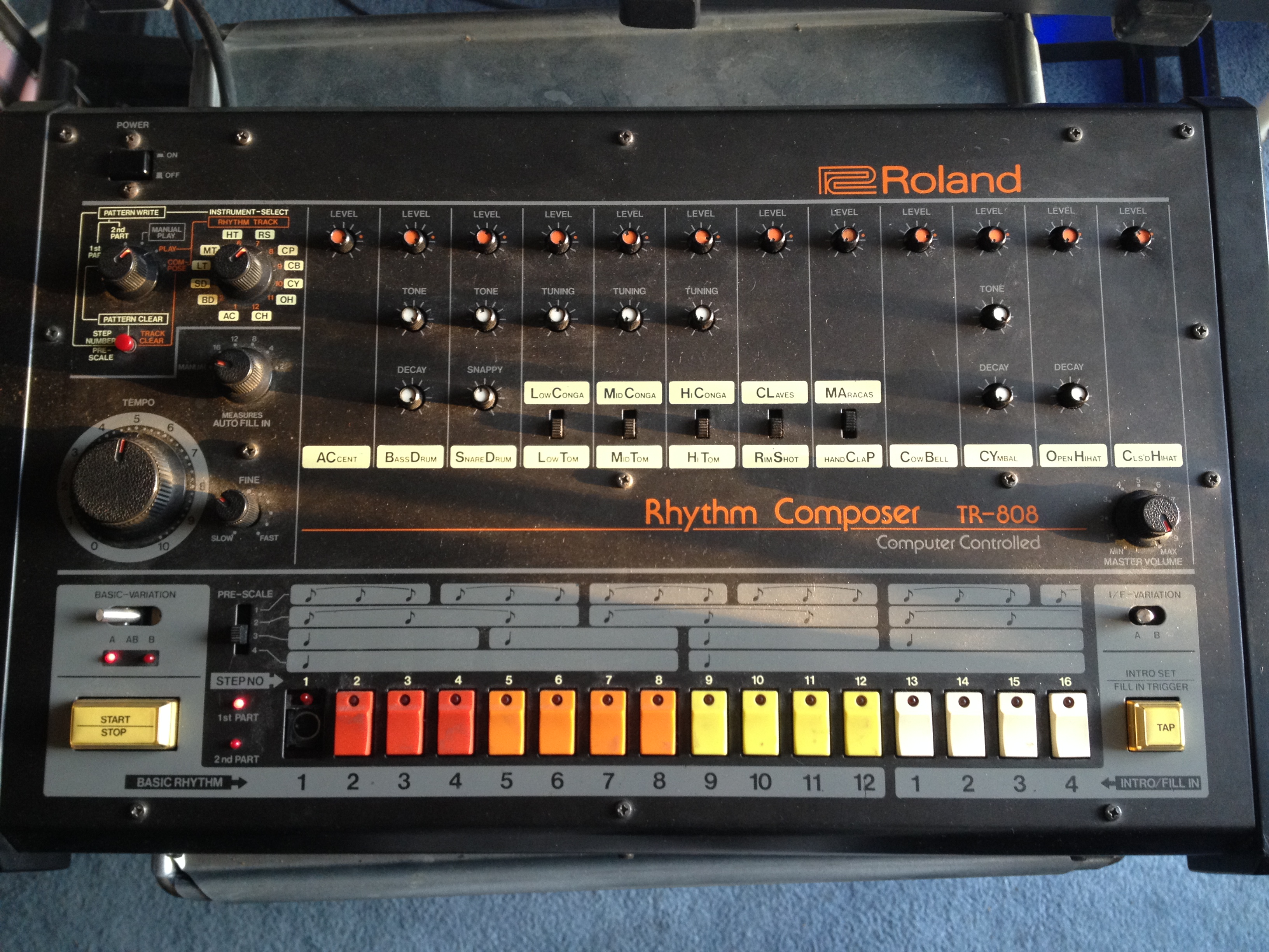 808 roland drum machine