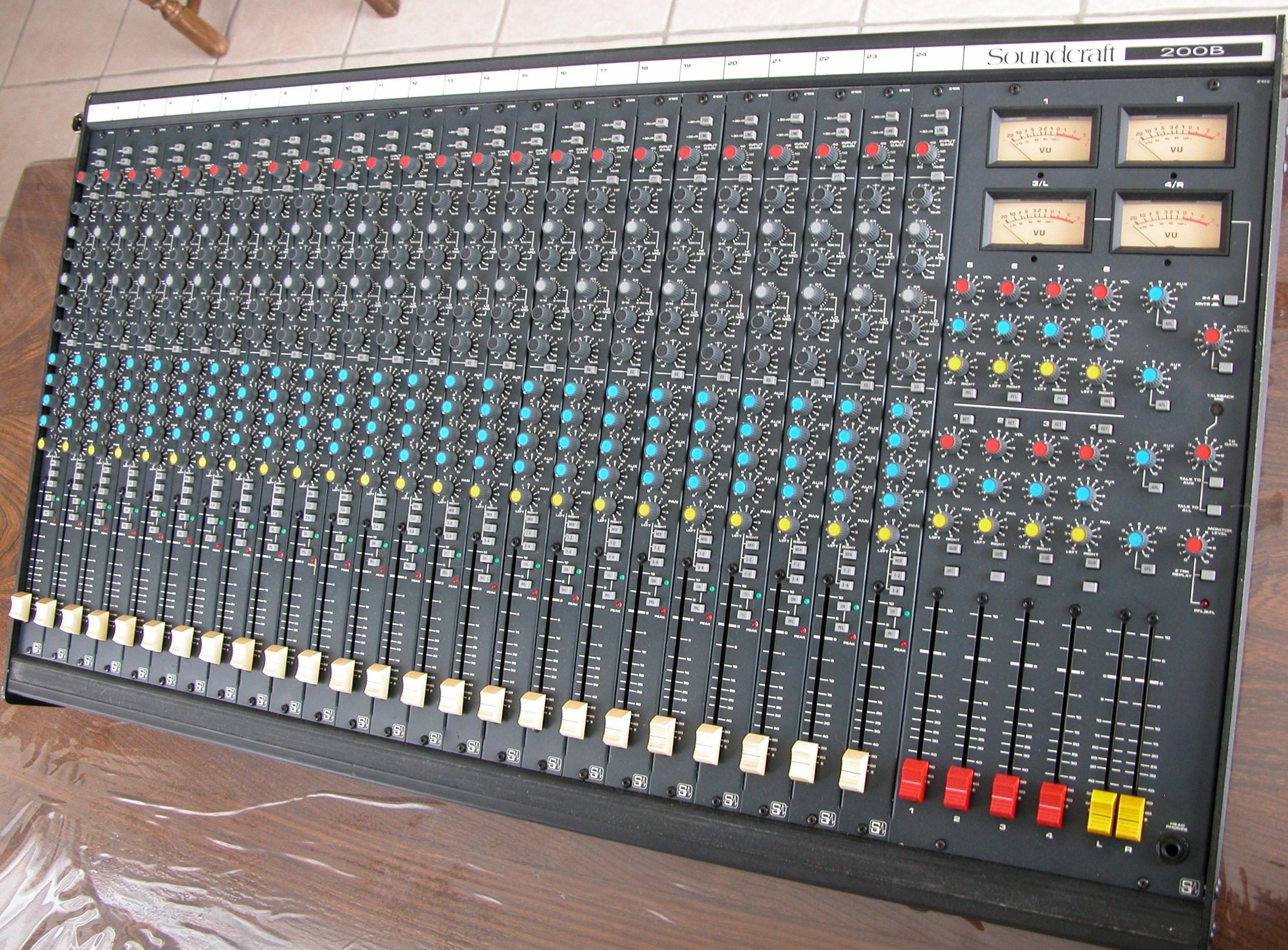 table de mixage soundcraft occasion