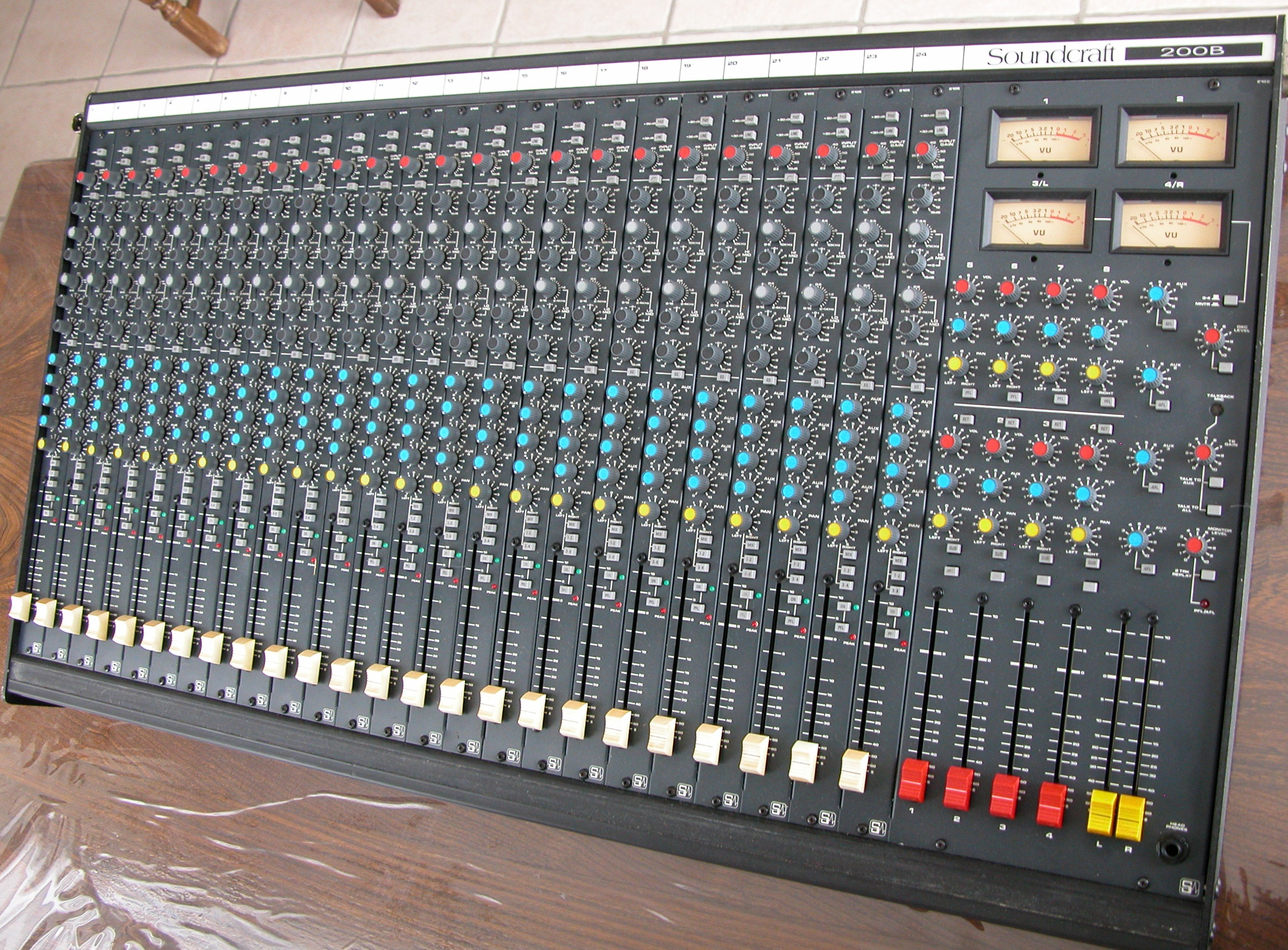 Vends table de mixage soundcraft 200b 24 4 2 alsace for Table de mixage xpress 6 keywood