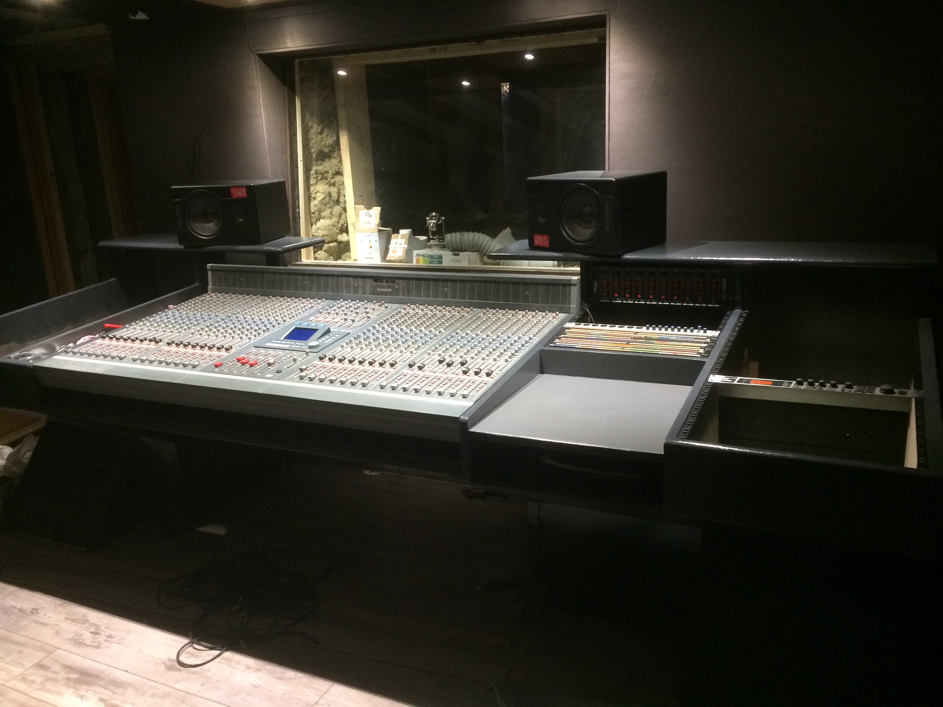 Soundcraft dc 2020 bureau patch bantam midi pyr n es for Bureau pyrenees