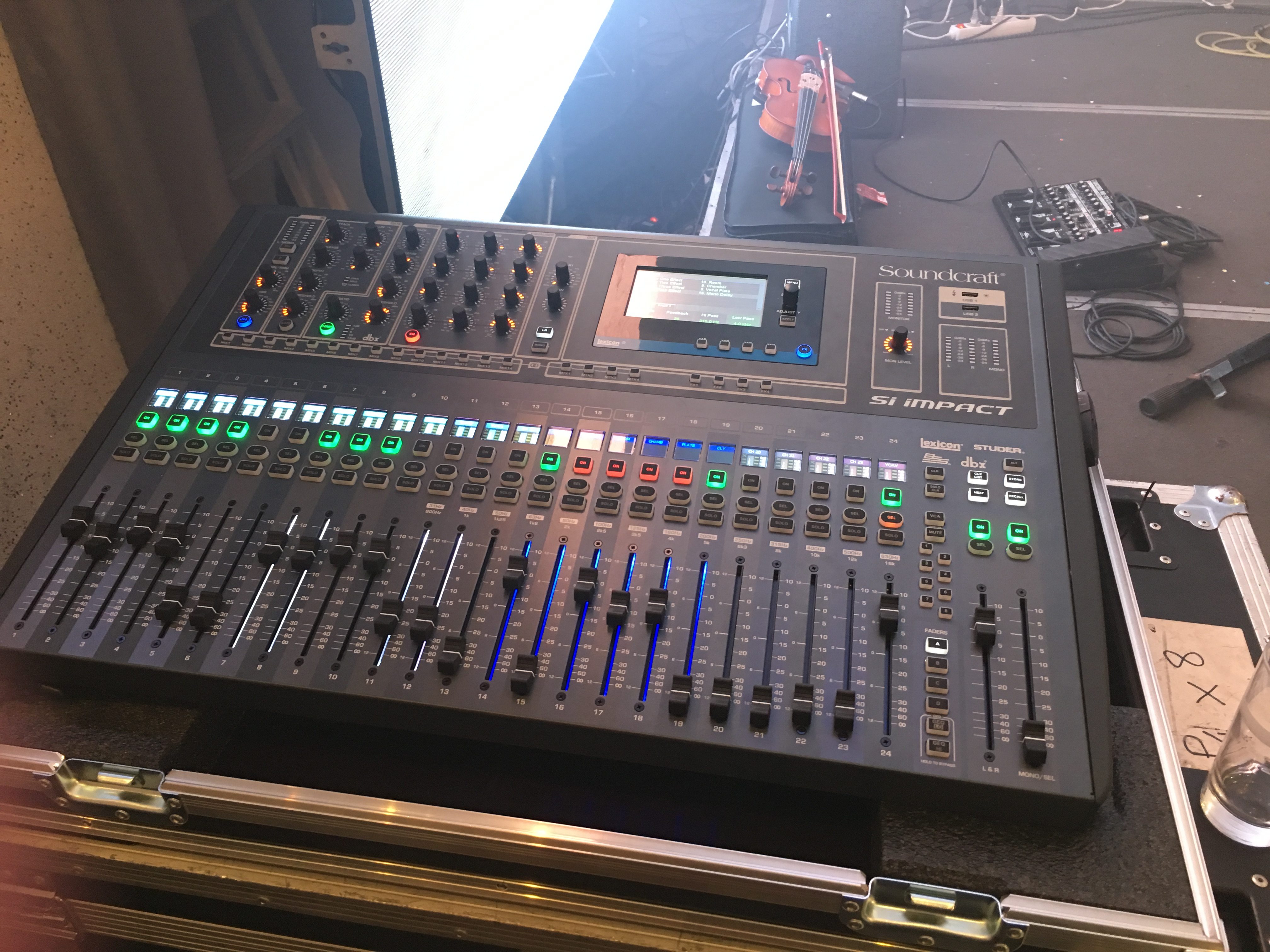 Si expression 1 soundcraft si expression 1 audiofanzine - Console numerique behringer ...