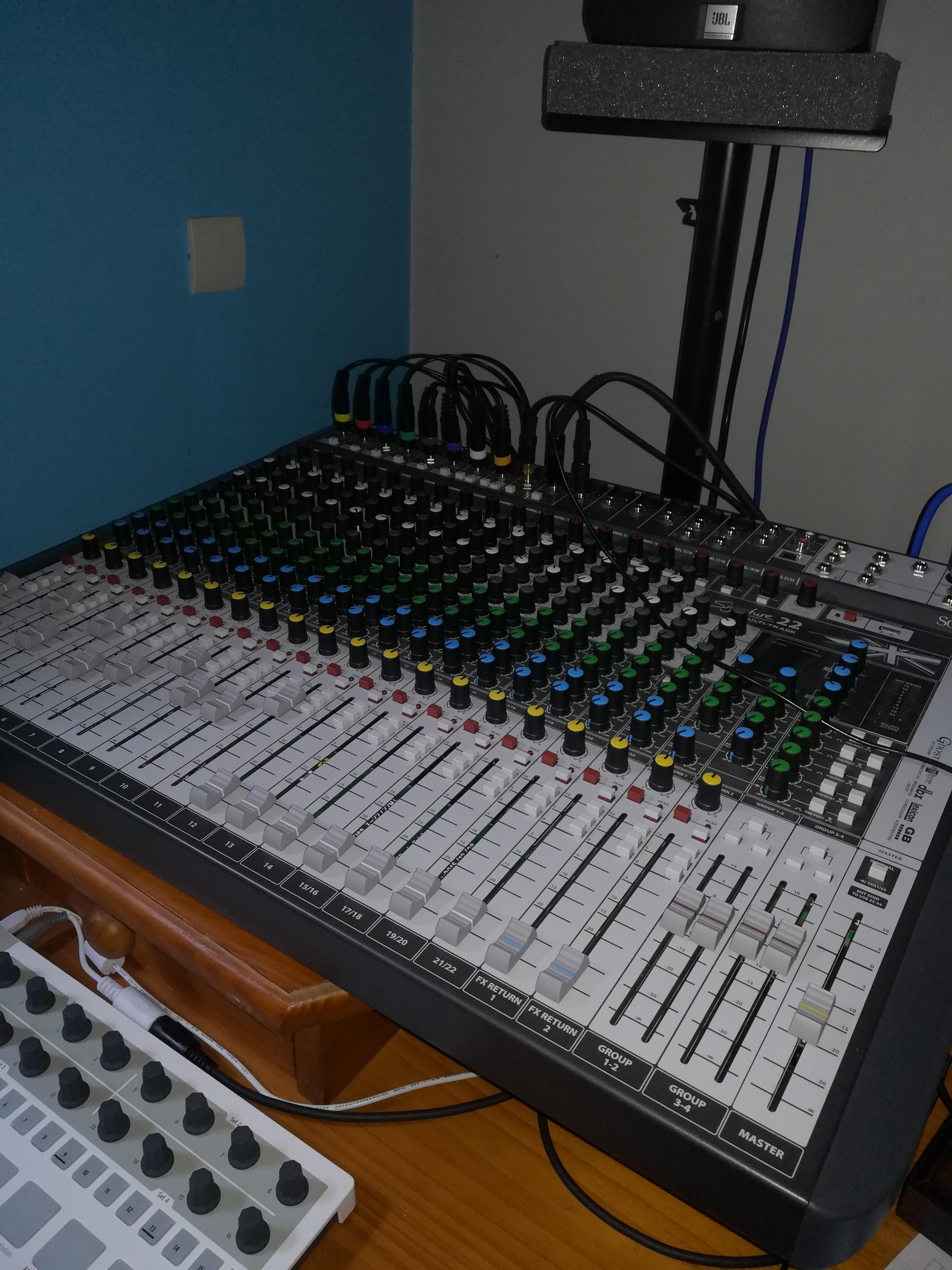 signature 22 mtk soundcraft signature 22 mtk audiofanzine. Black Bedroom Furniture Sets. Home Design Ideas