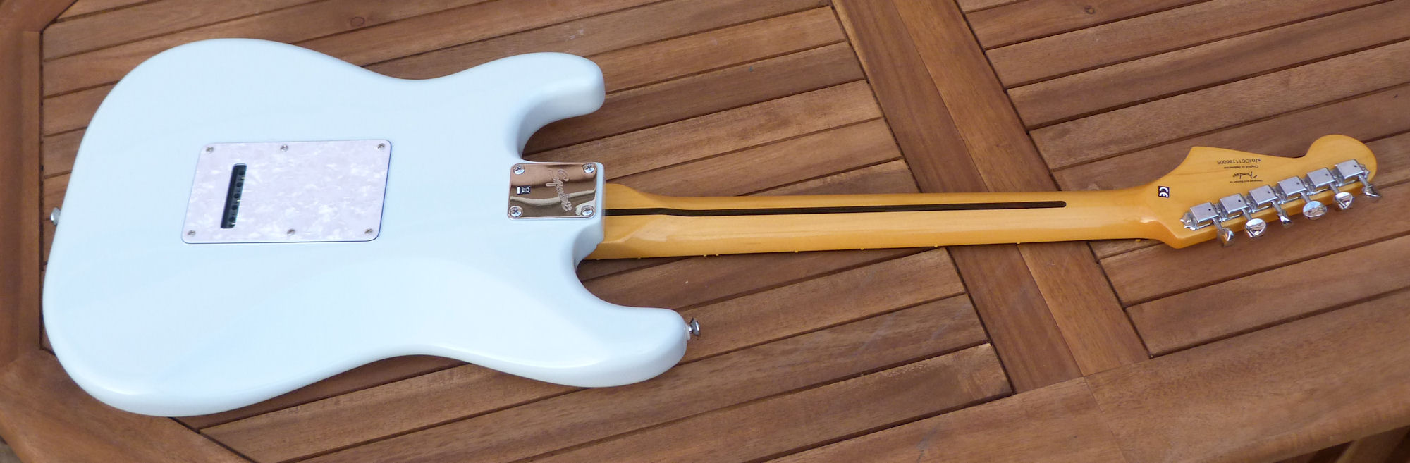 squier vintage modified surf stratocaster image 595559 audiofanzine. Black Bedroom Furniture Sets. Home Design Ideas