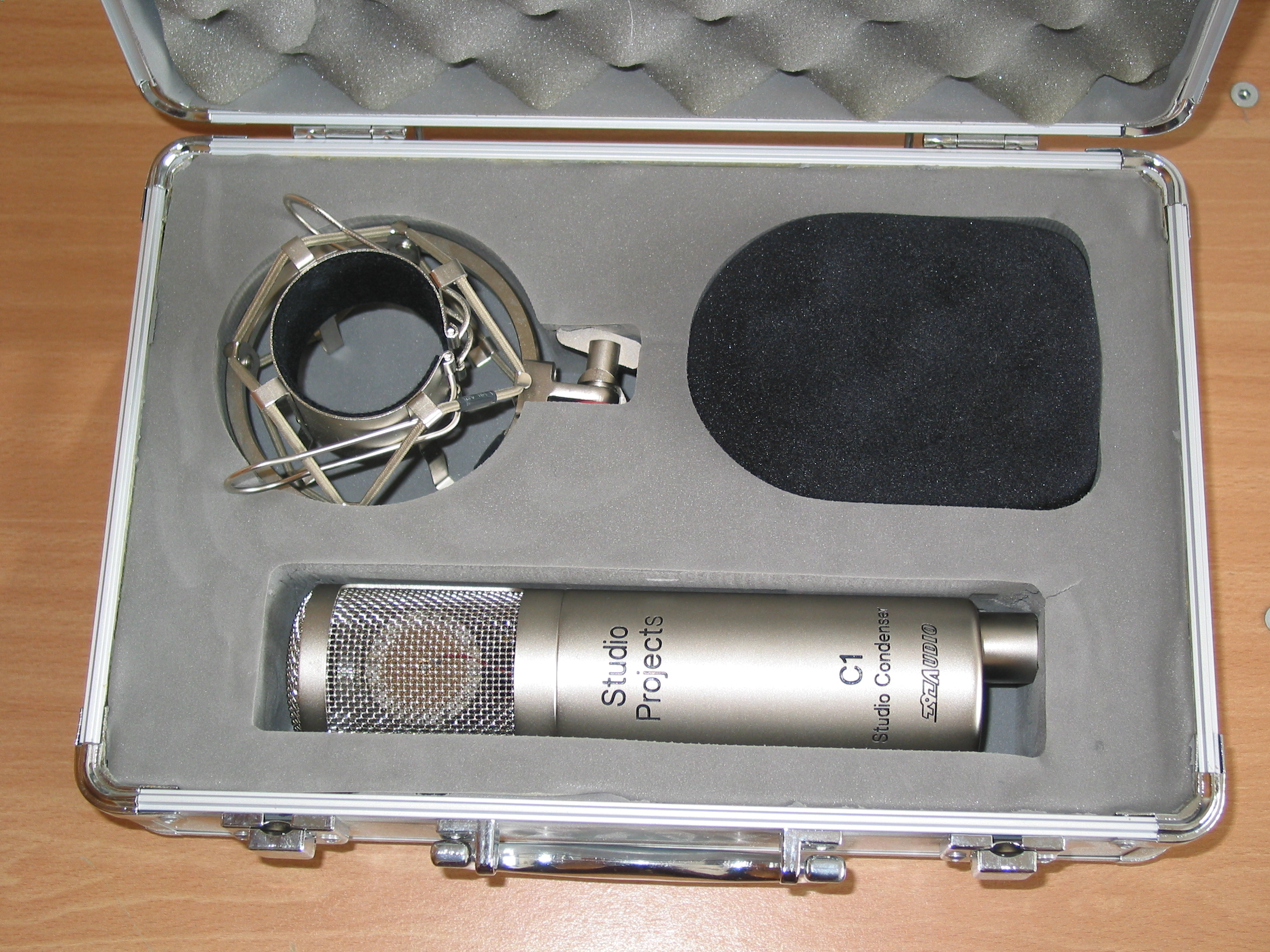 studio projects c1 The studio projects c1 is a condenser microphone made for use in the recording studio it has a cardioid polar pattern and it also has an xlr microphone cable output.