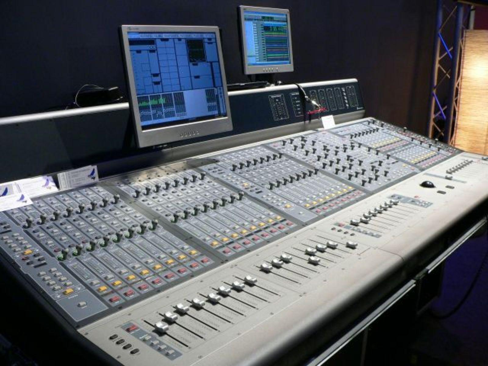 Photo tables de mixage la venue de digidesign 3290 - Table de mixage en ligne gratuit ...