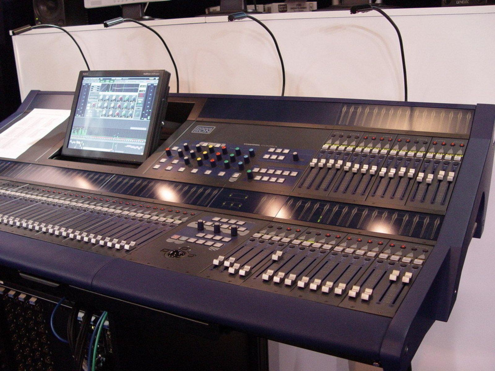 Photo tables de mixage console de mixage audio num riques innova son ici la sy80 3318 - Console de mixage numerique ...