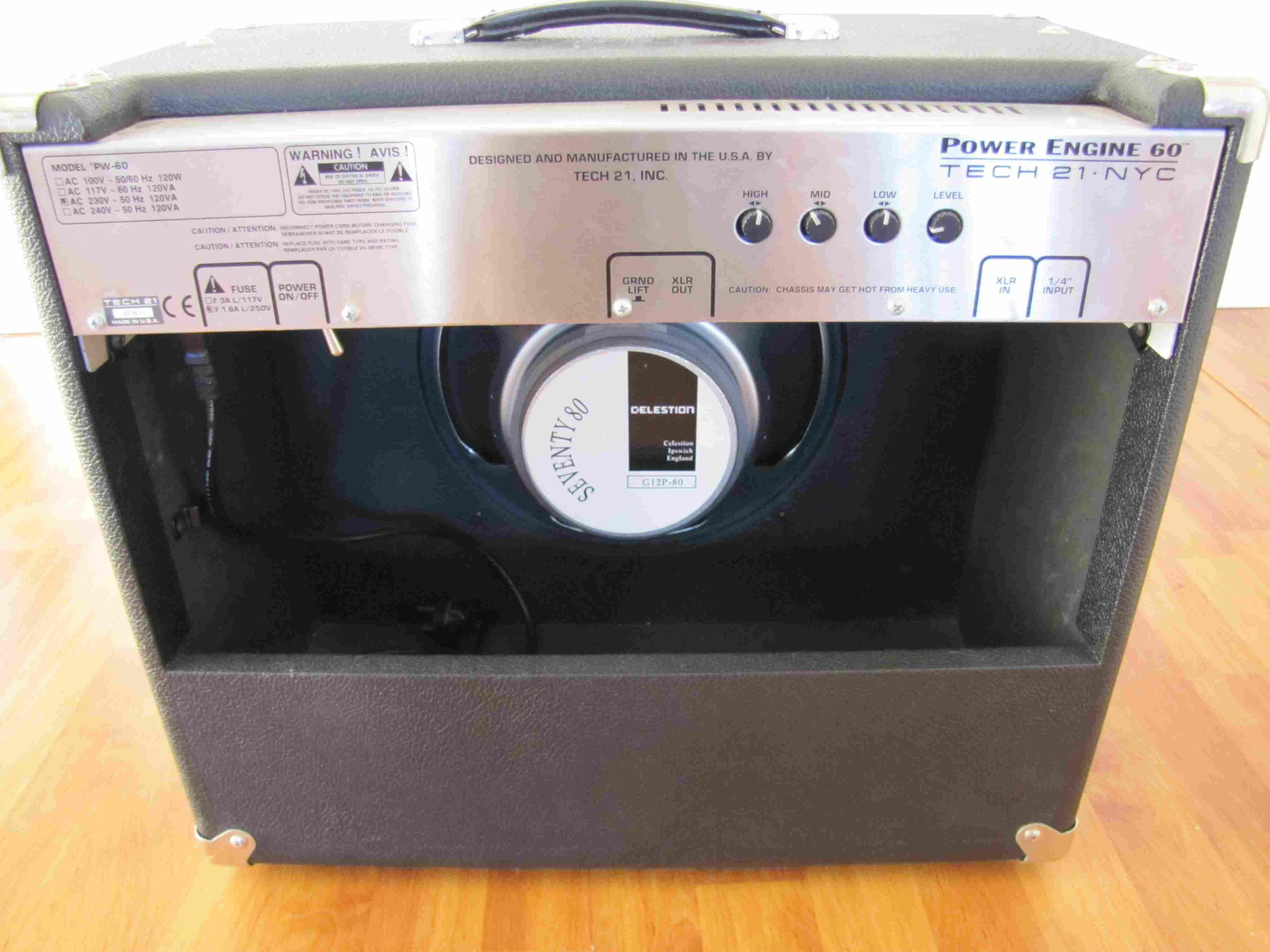 tech 21 power engine 60 1x12 image 70731 audiofanzine. Black Bedroom Furniture Sets. Home Design Ideas