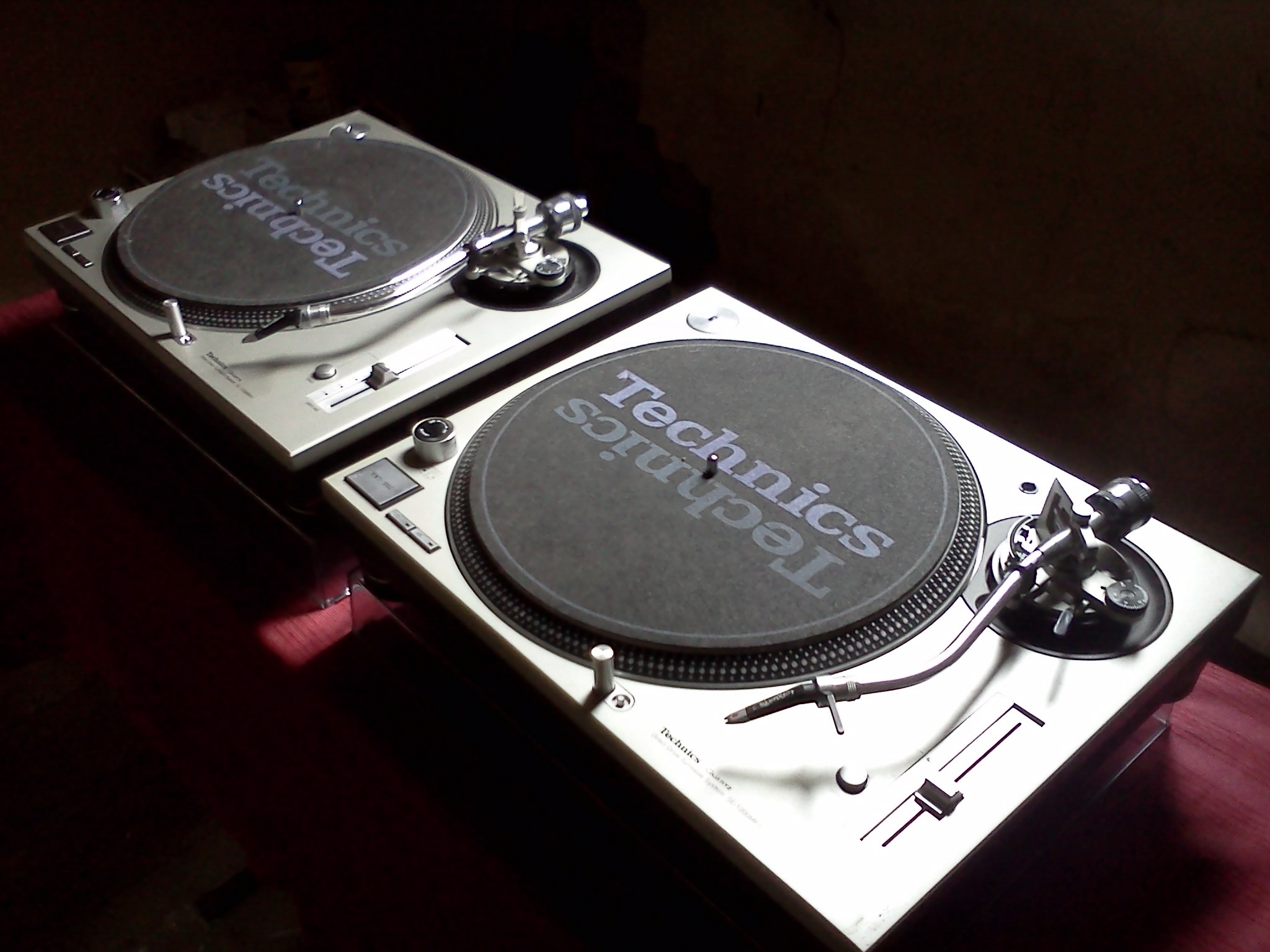 How to Install Hinges in Your Technics SL-1200 Turntable