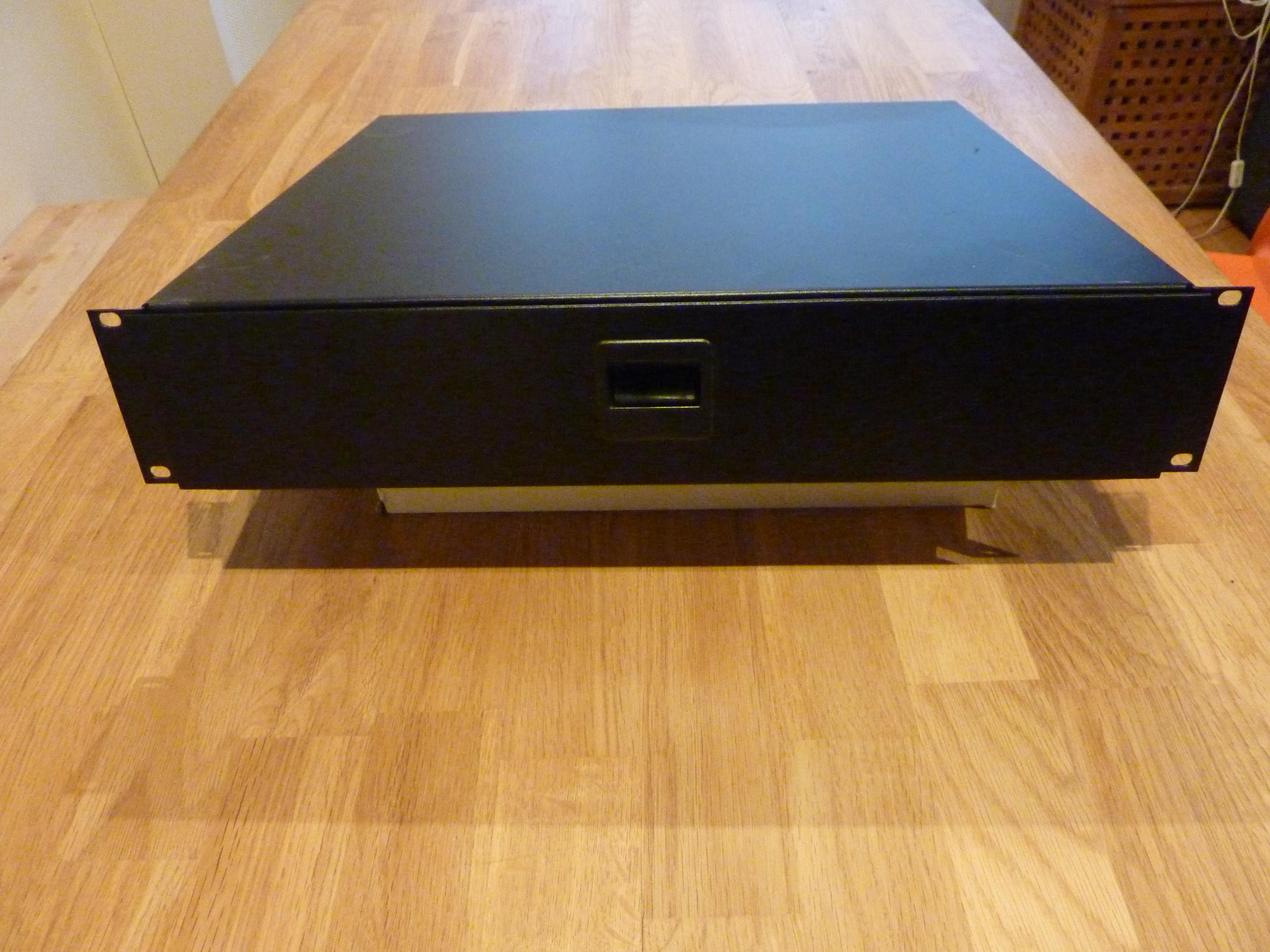 photo thon rack drawer 2u thon rack drawer 2u 38485 2105128 audiofanzine. Black Bedroom Furniture Sets. Home Design Ideas