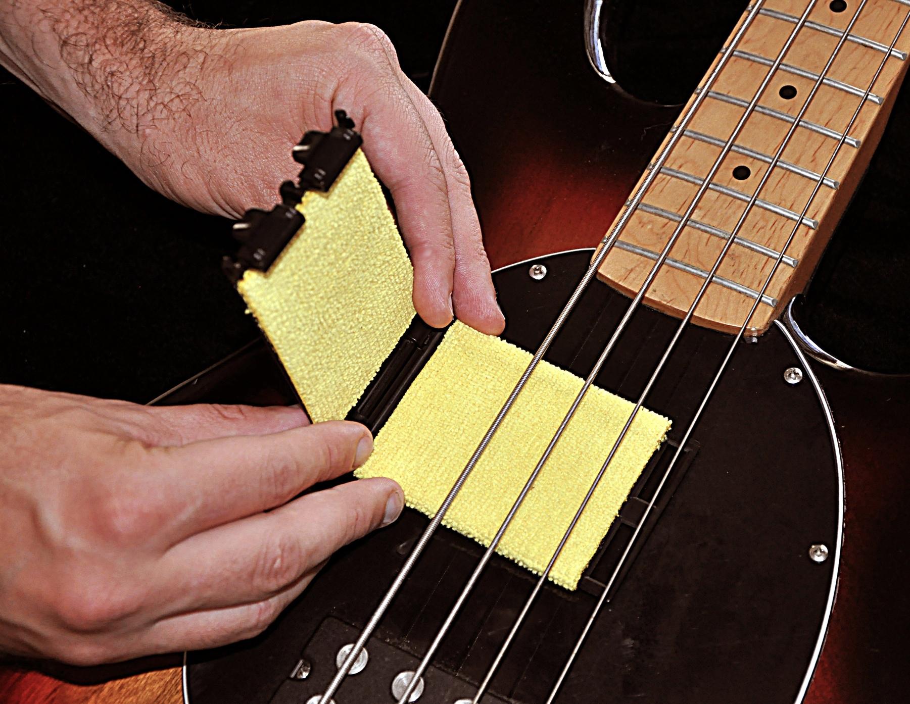 tone gear the guitar string cleaner image 594686 audiofanzine. Black Bedroom Furniture Sets. Home Design Ideas