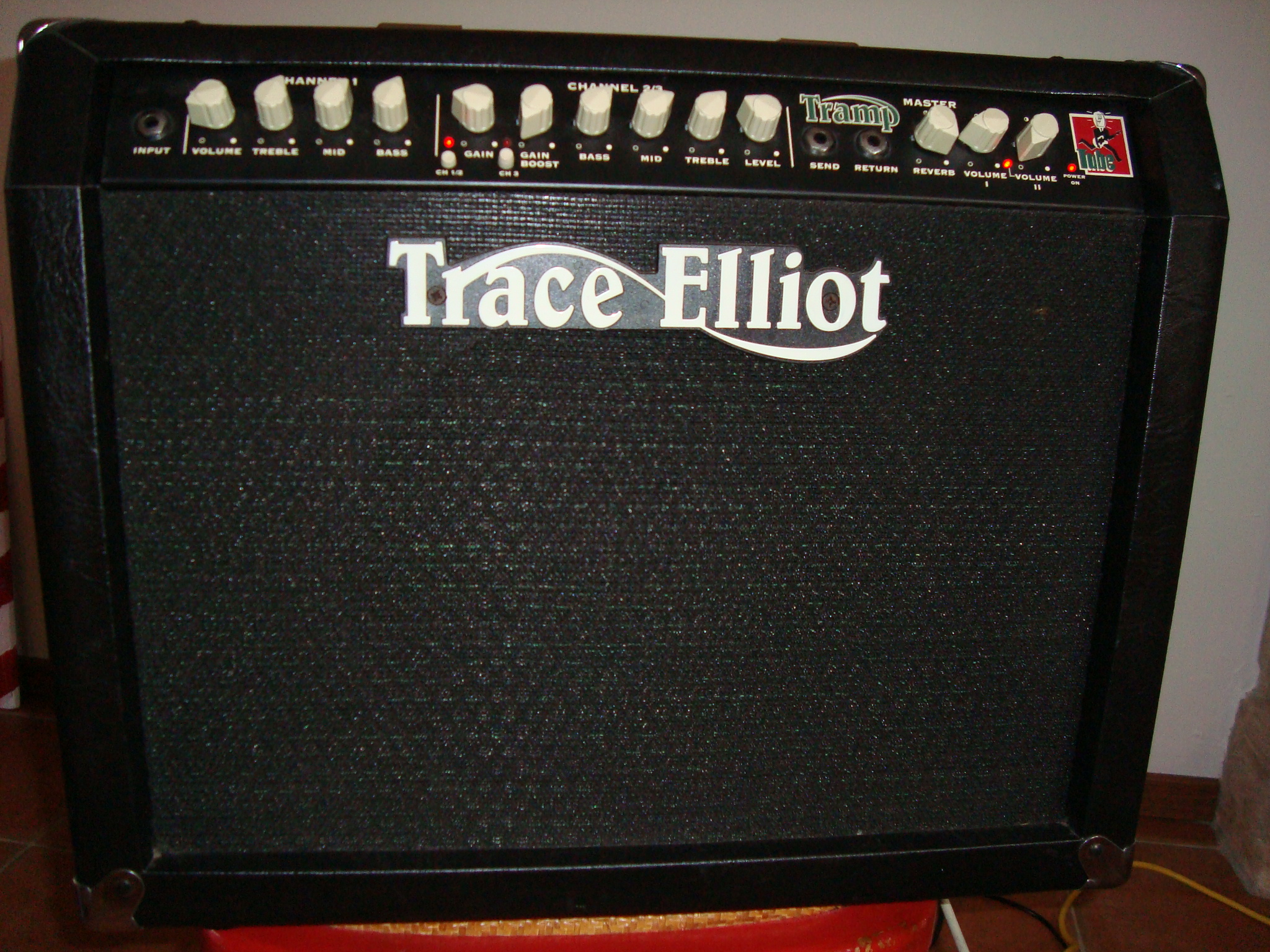 Audiofanzine FR's review - Trace Elliot Super Tramp Twin Combo