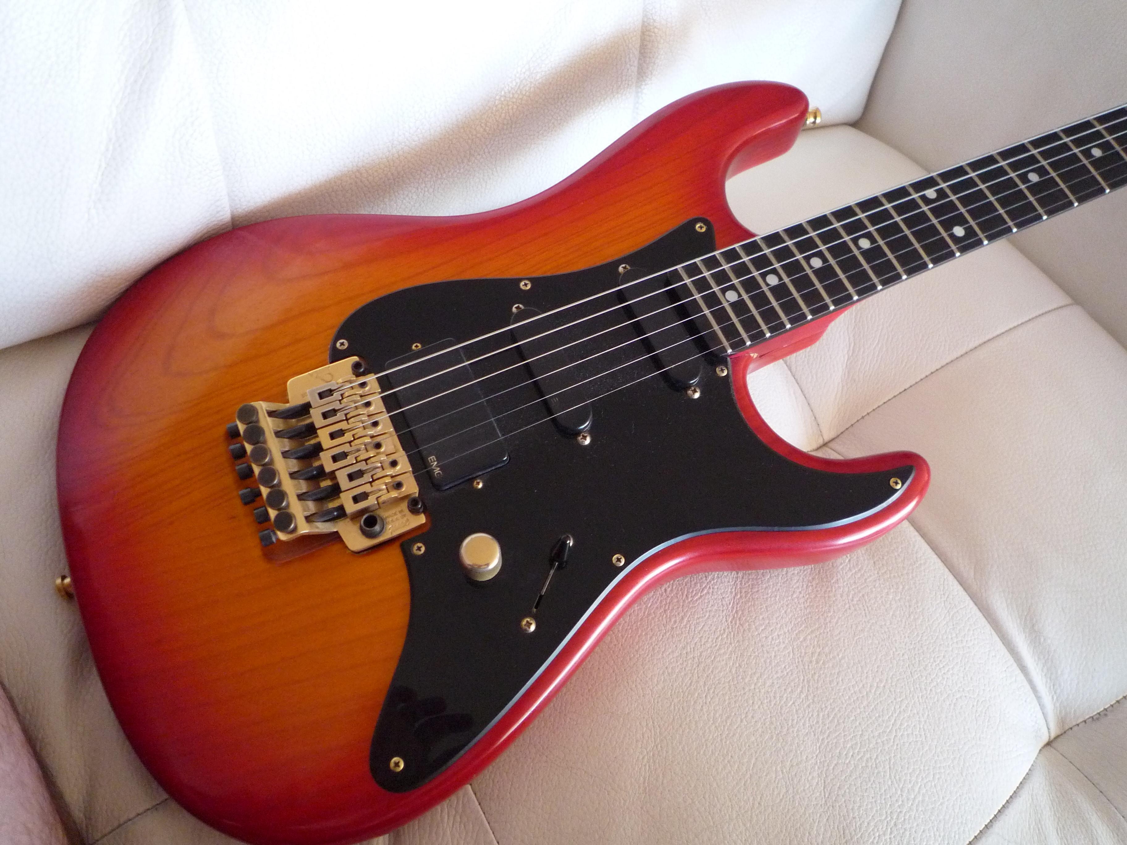 valley arts guitars custom pro usa steve lukather model image 804389 audiofanzine. Black Bedroom Furniture Sets. Home Design Ideas