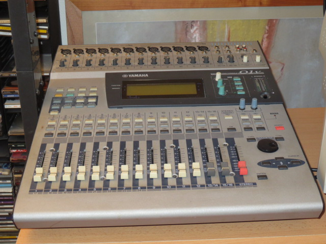 Photo yamaha 01v yamaha table de mixage 01v 739778 audiofanzine for Table yamaha