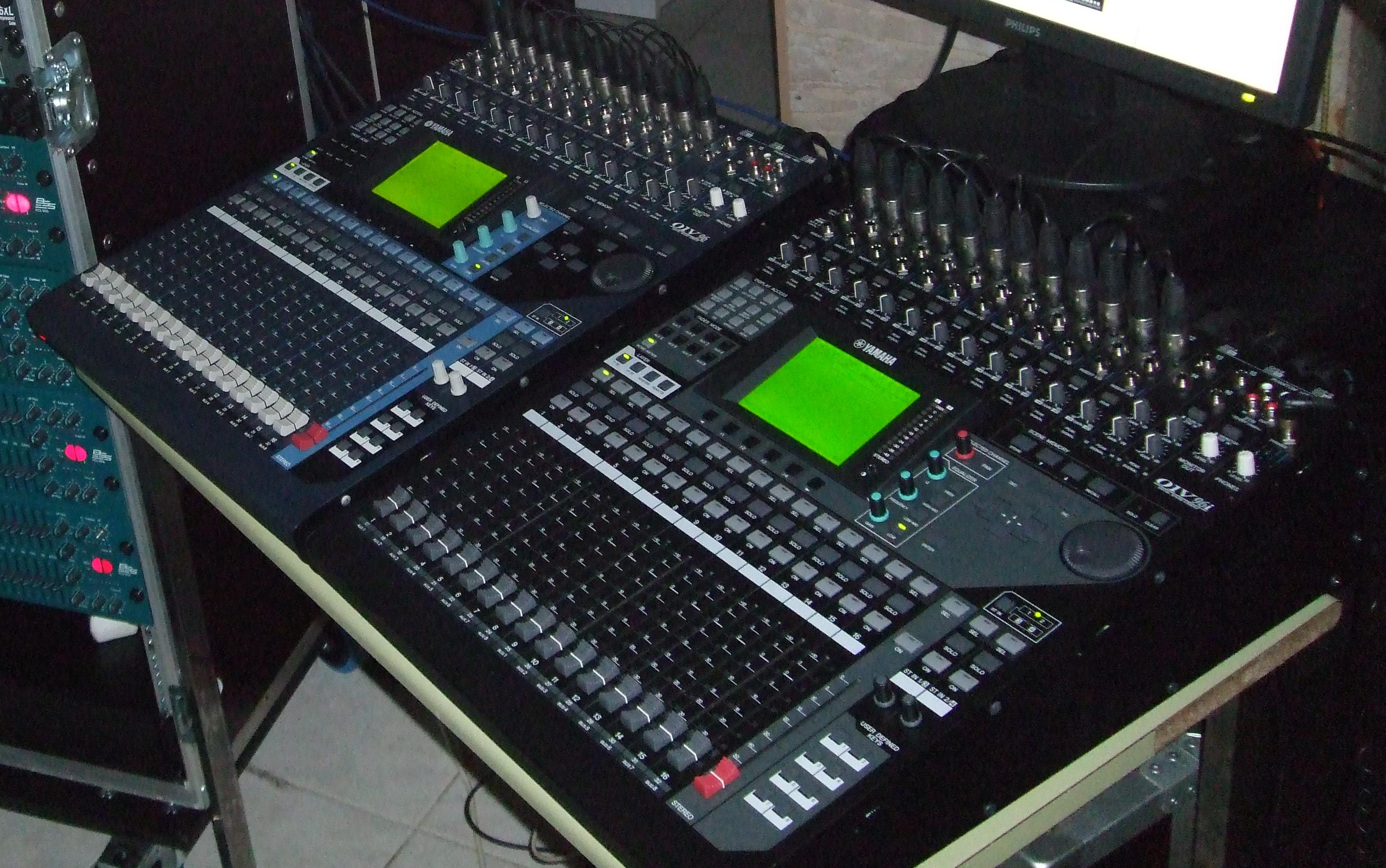 Vends tables de mixage en mode cascade 01v96v2 et 01v96i - Table de mixage en ligne gratuit ...
