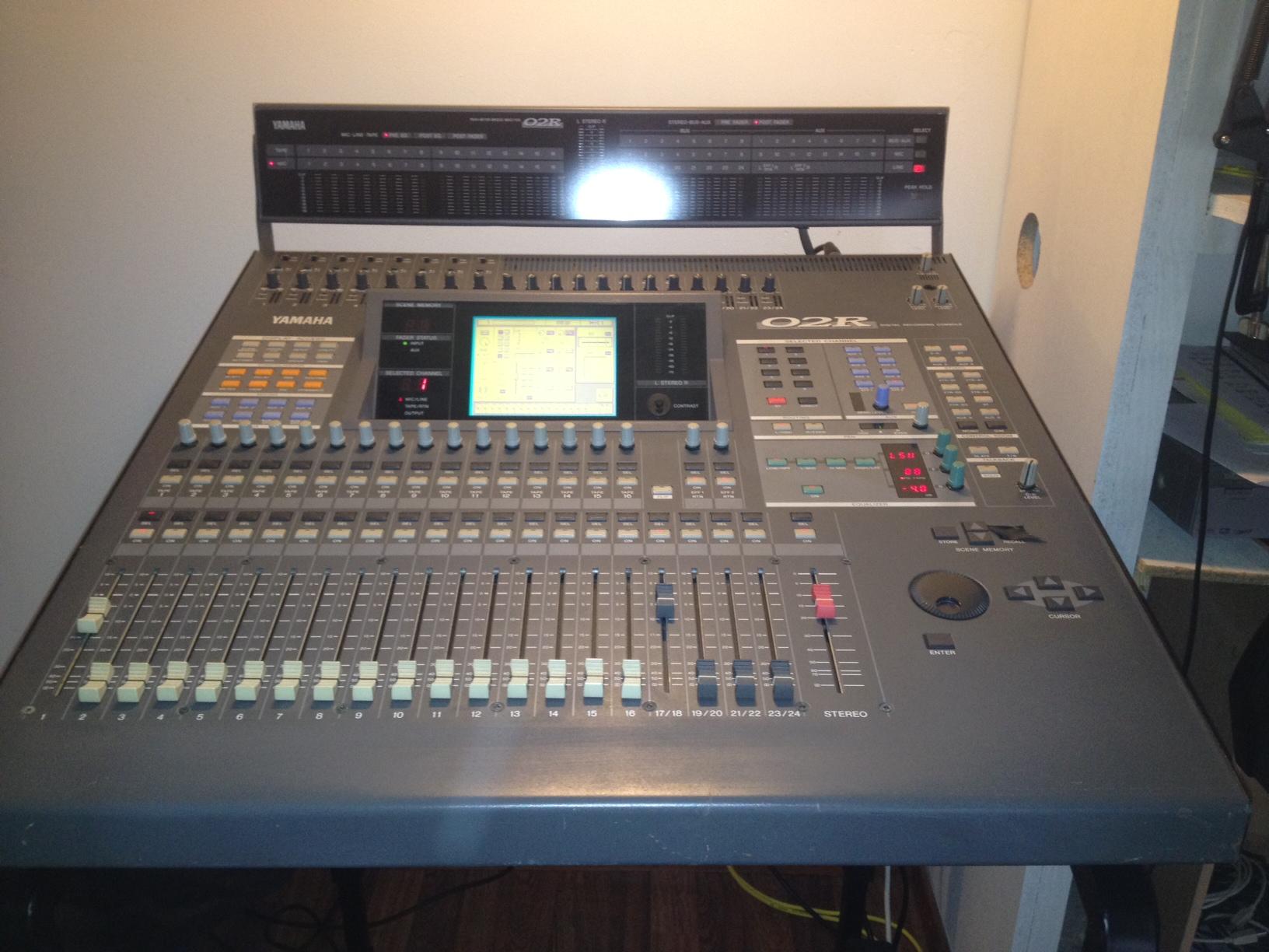Photo yamaha 02r yamaha table de mixage 02r 625976 audiofanzine - Table de mixage amplifiee yamaha ...
