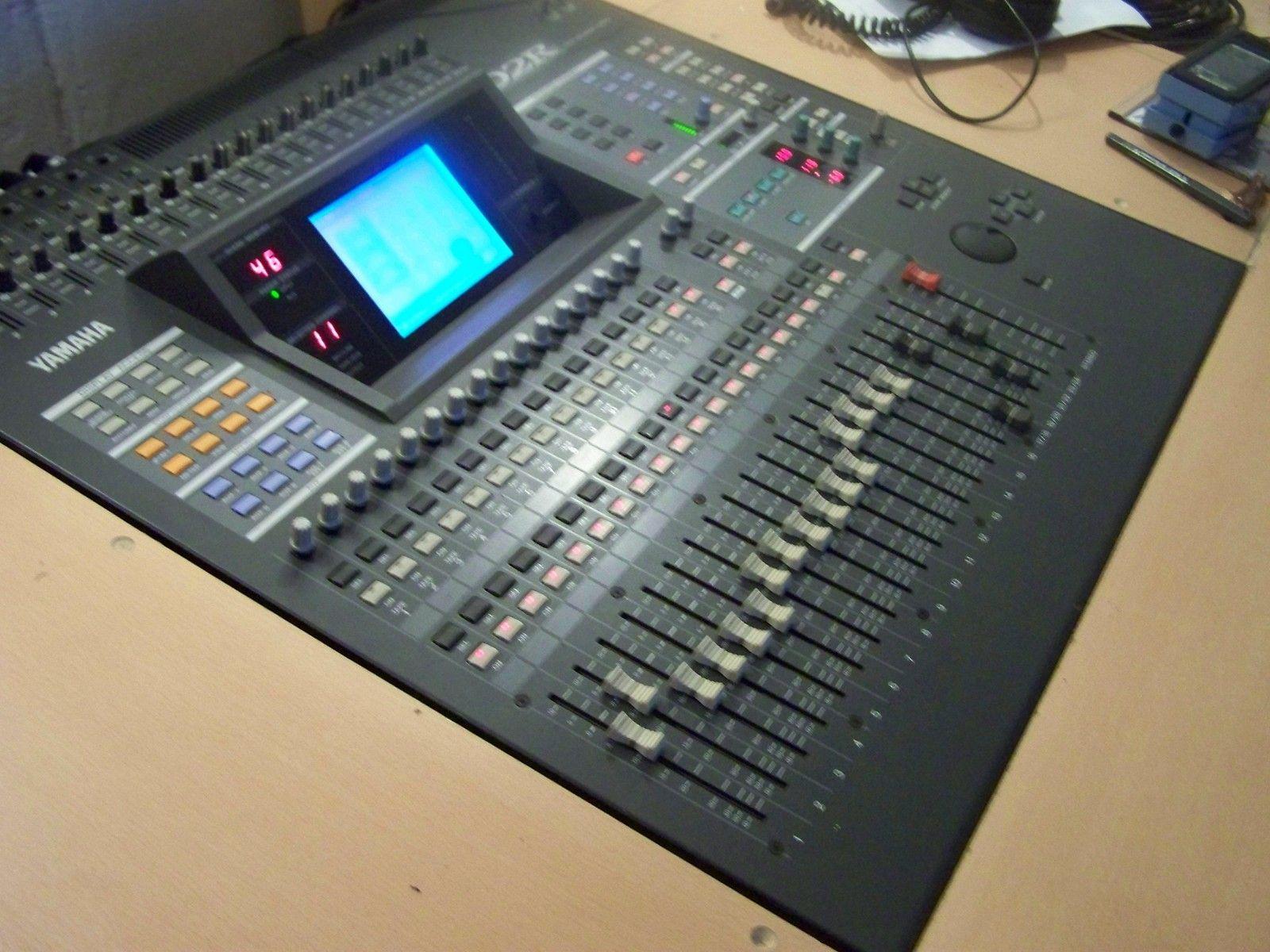 table de mixage yamaha 02r v2