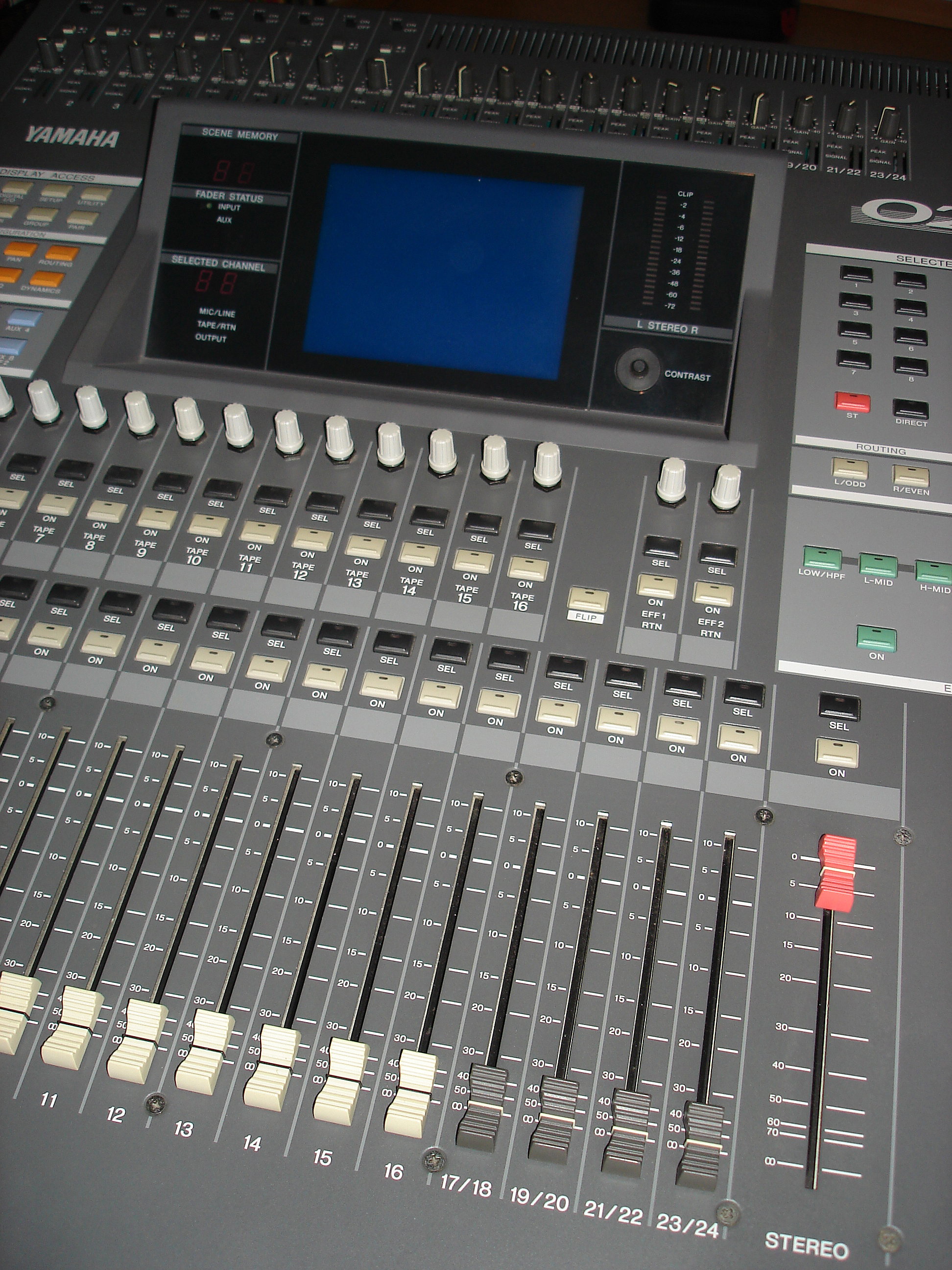 table de mixage yamaha 02r v2