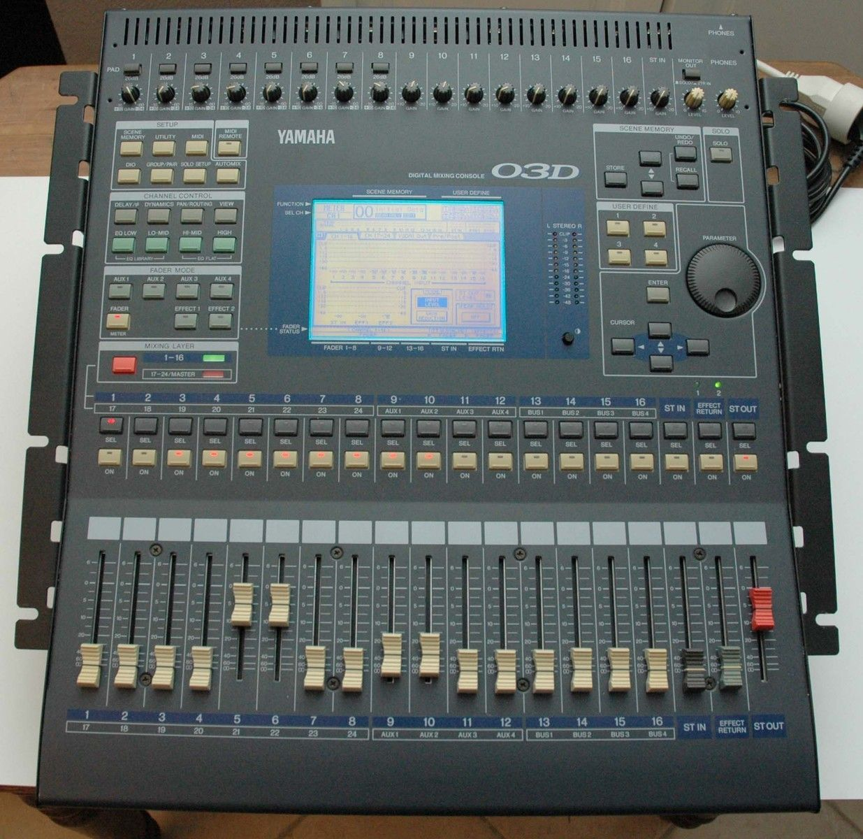 table de mixage yamaha 03d