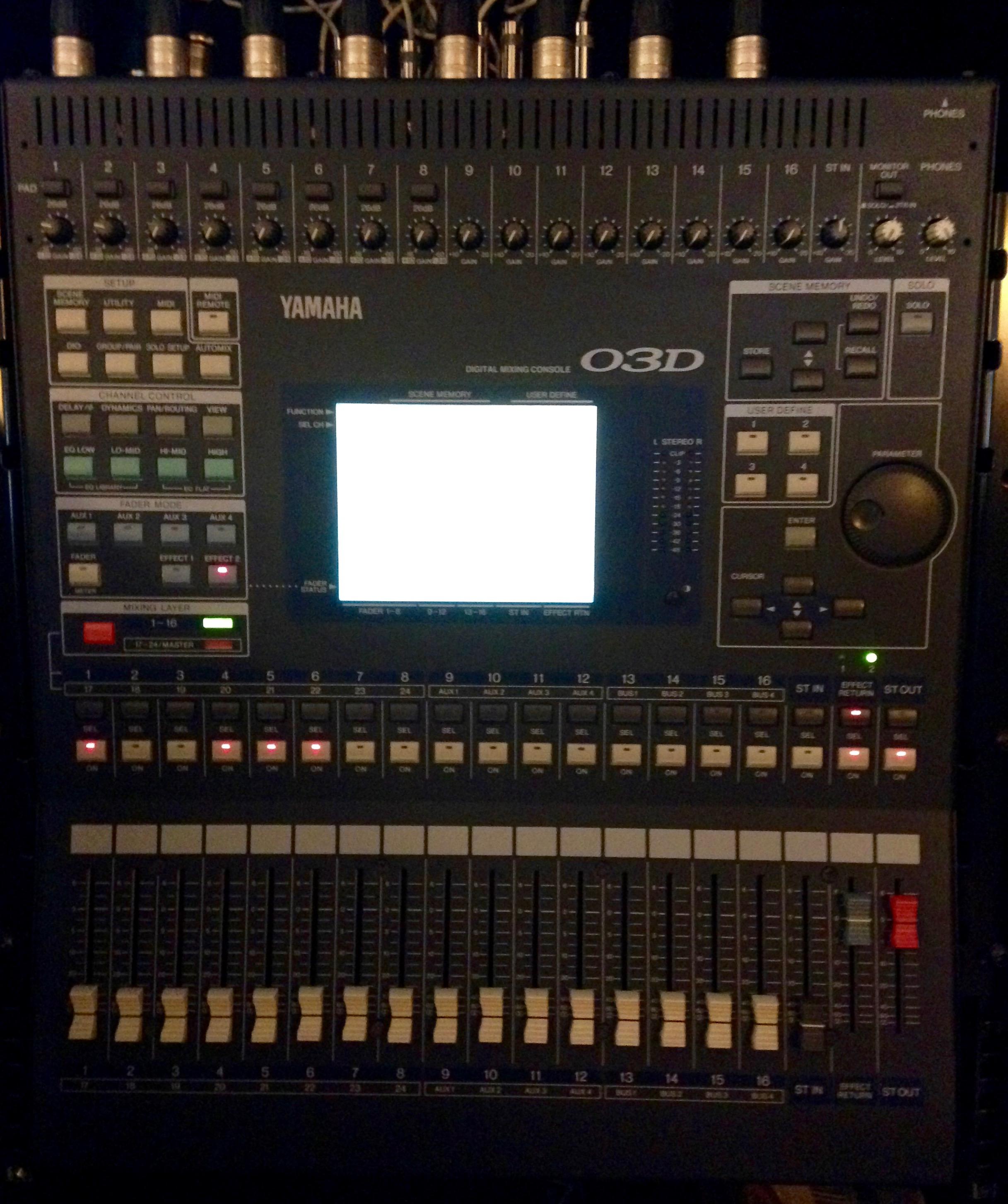 Vend table de mixage num rique yamaha 03d carte adat 8in - Table de mixage numerique yamaha ...