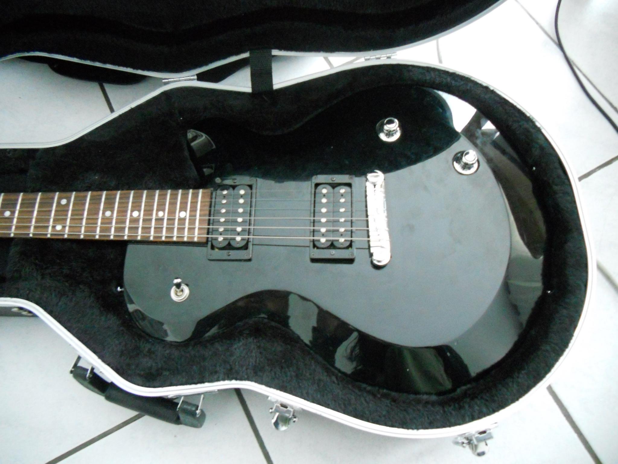 guitare electrique aes420