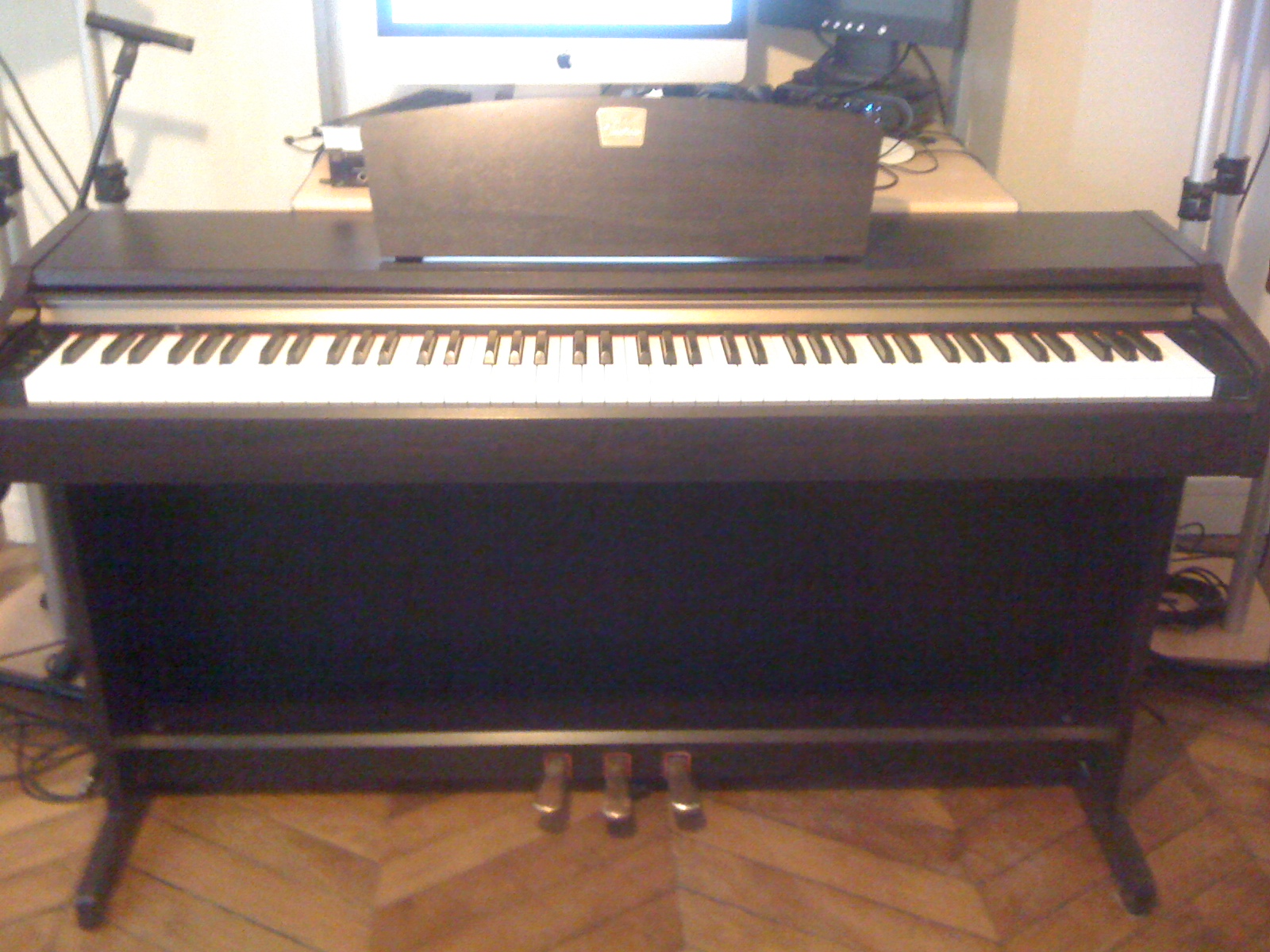 Yamaha clp 115 image 389225 audiofanzine for Yamaha clavinova price list