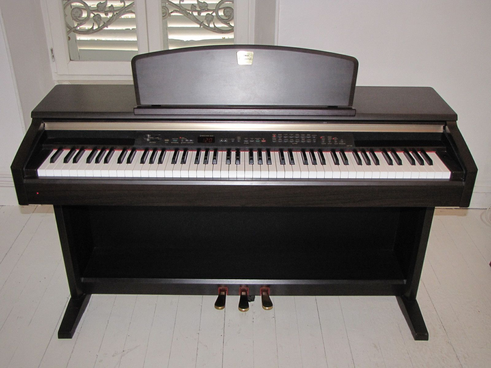 Yamaha clp 130 image 203610 audiofanzine for Yamaha clavinova price list