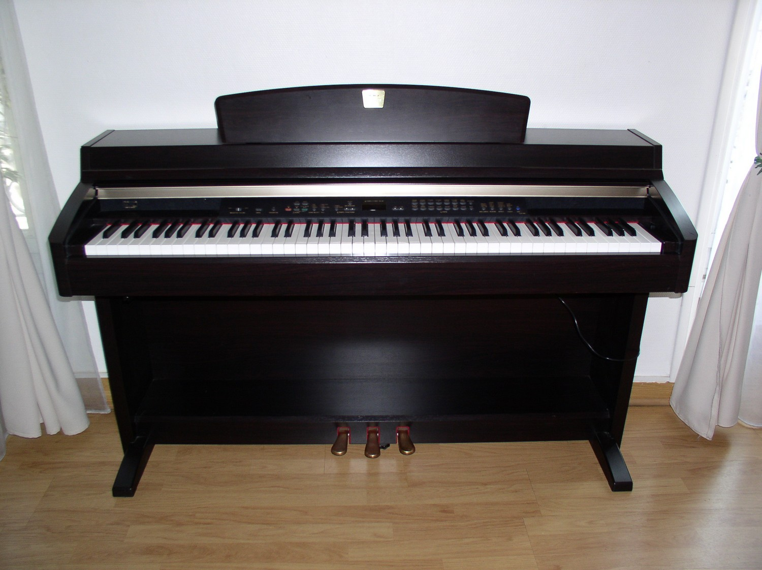 Yamaha clp 240 image 288811 audiofanzine for Yamaha clavinova price list