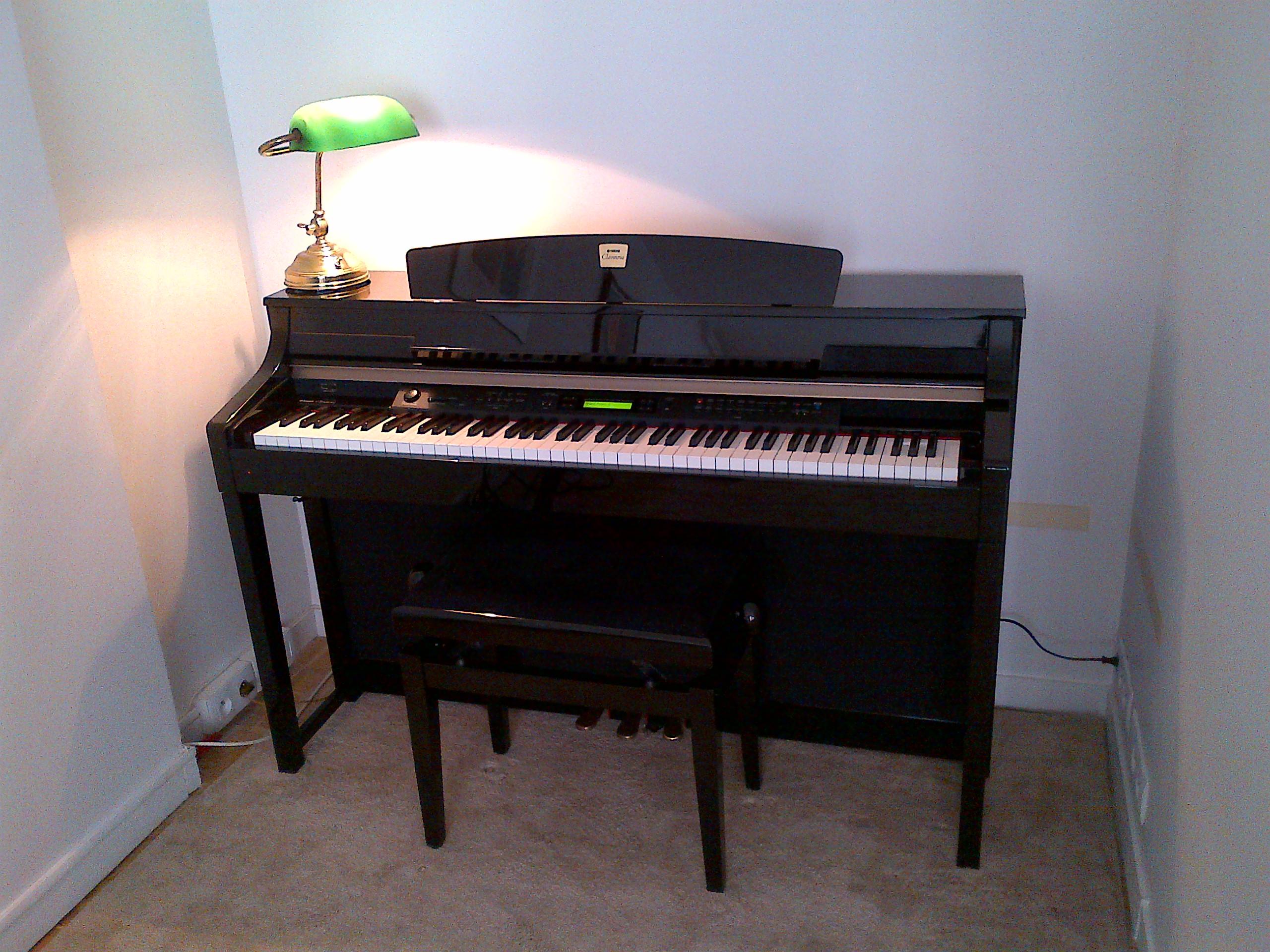 Piano numerique yamaha clavinova touche piano d'occasion Saint-Sauveur (05)