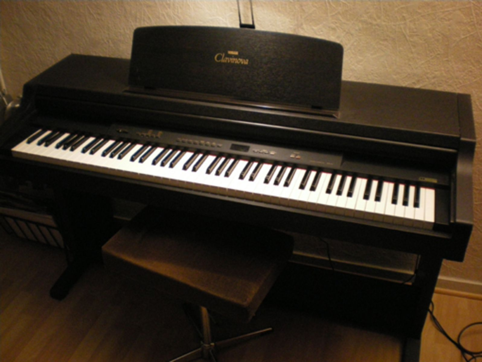 Yamaha clp 411 image 20474 audiofanzine for Yamaha clavinova price list