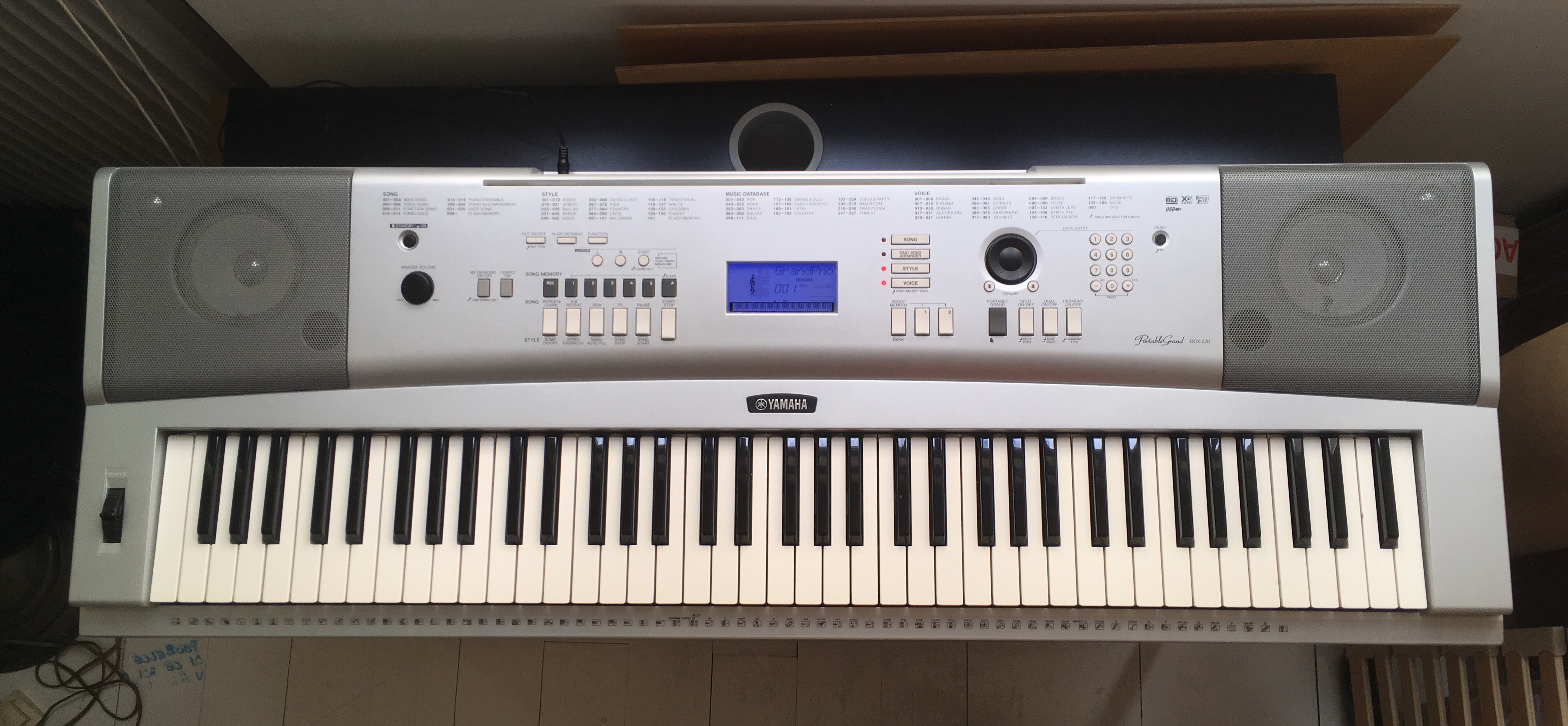 Piano num rique dgx 220 comme neuf ile de france audiofanzine for Yamaha portable grand dgx 220 electronic keyboard