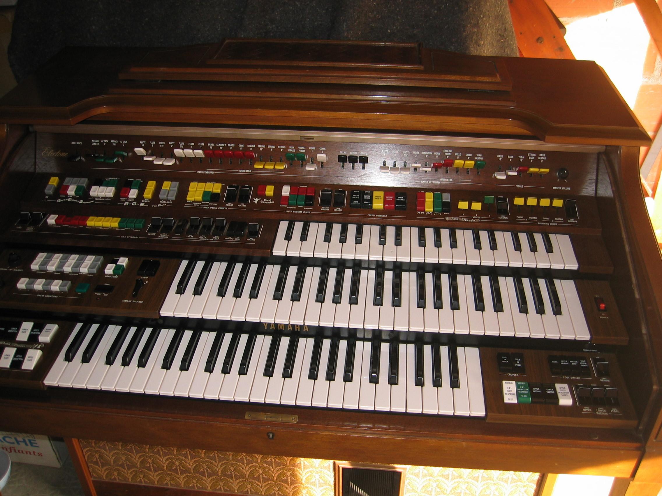 Yamaha electone d85 image 226141 audiofanzine for Yamaha electone organ models