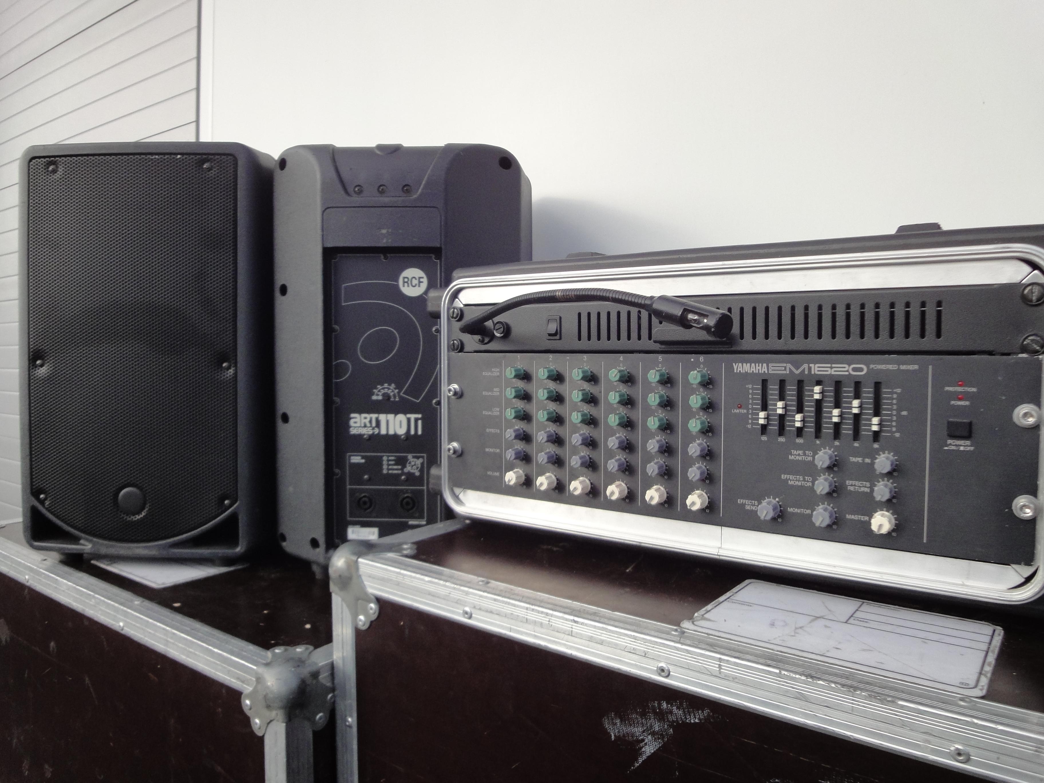 Console de mixage amplifiee yamaha em 1620 2 enceintes de sonorisation rcf art 110 ti 2 - Console de mixage amplifiee ...