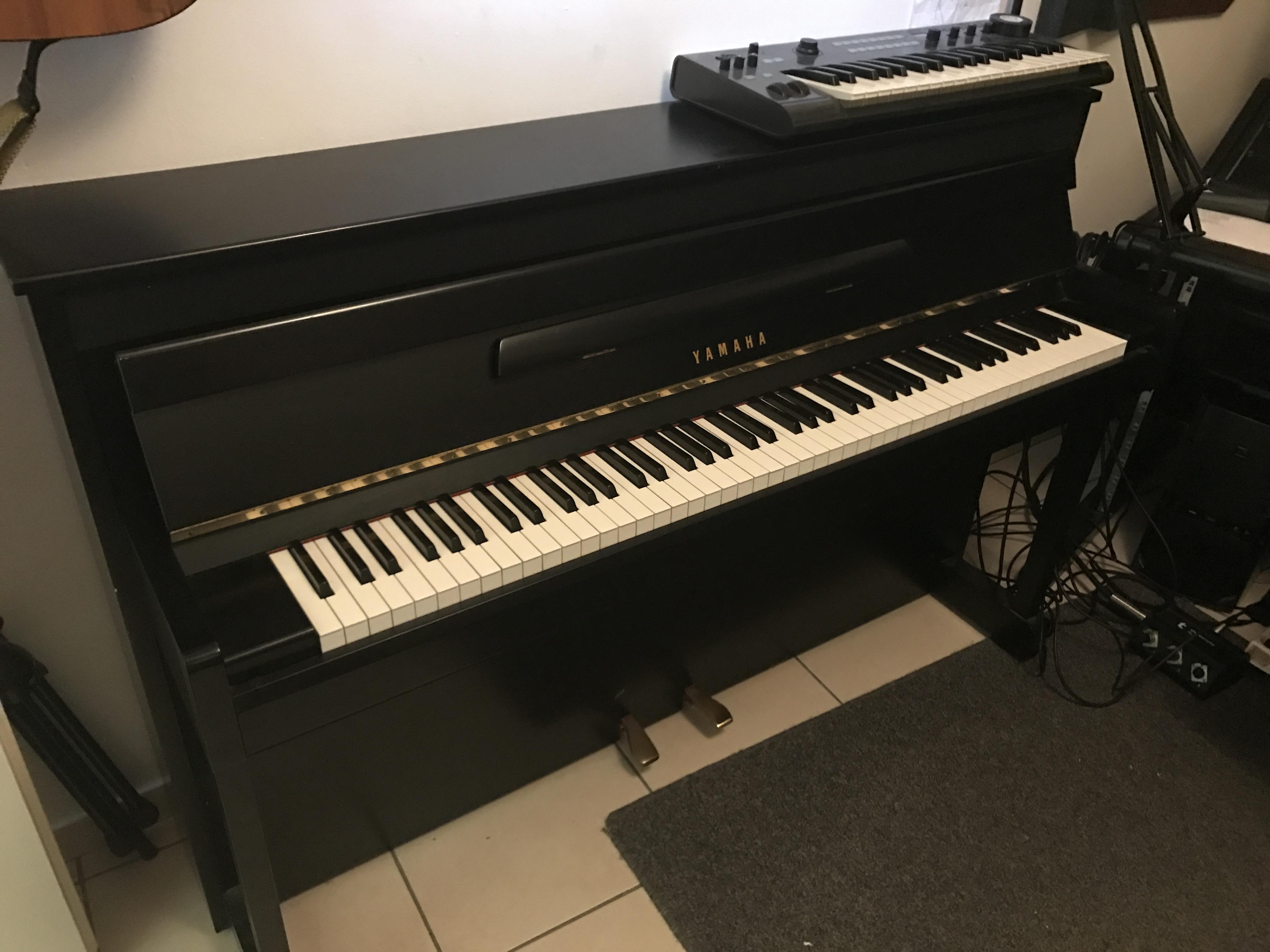 Vend piano num rique yamaha grand touch gt10 meuble for Garde meuble piano