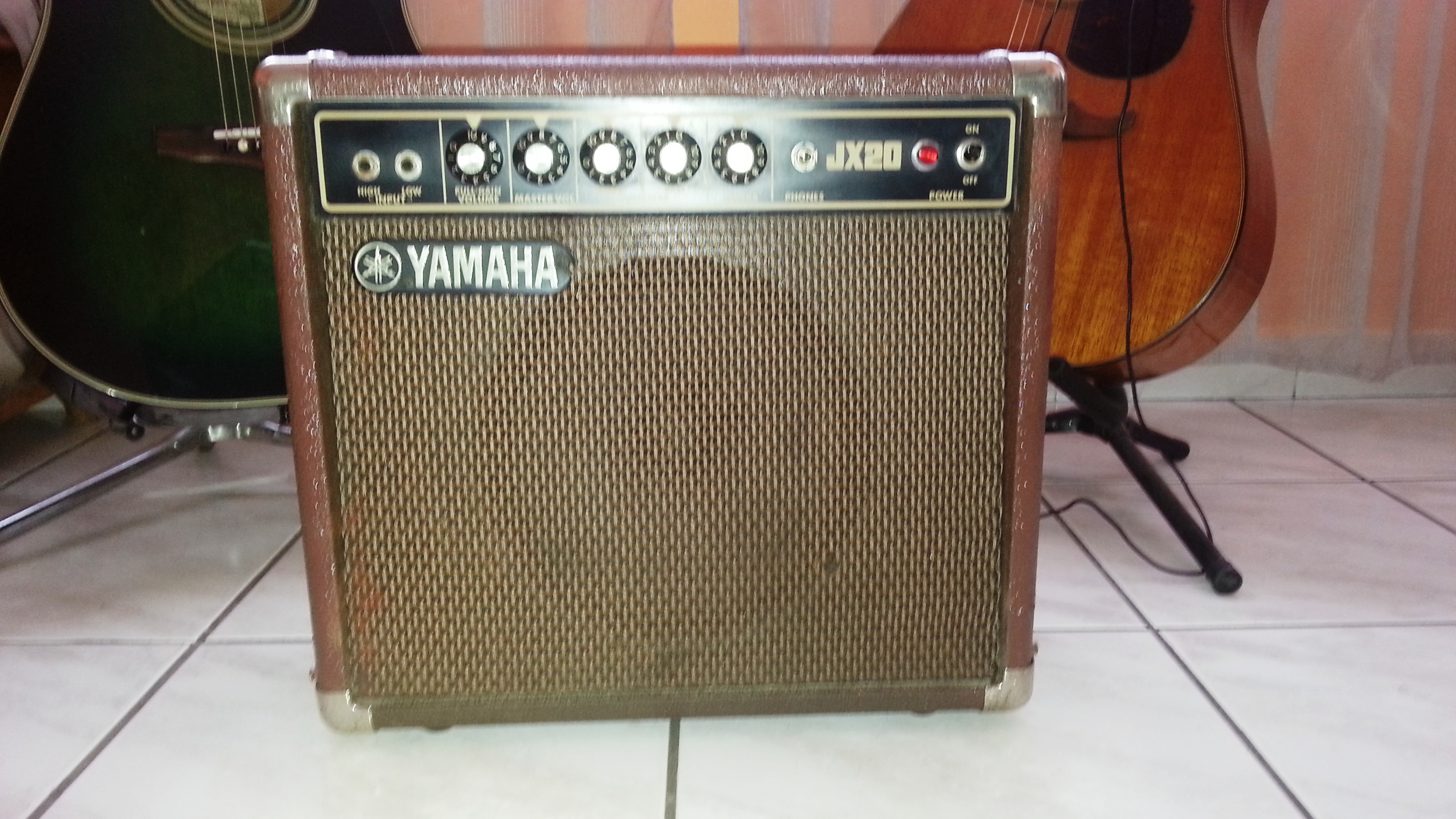 ampli guitare yamaha jx20 ile de france audiofanzine. Black Bedroom Furniture Sets. Home Design Ideas