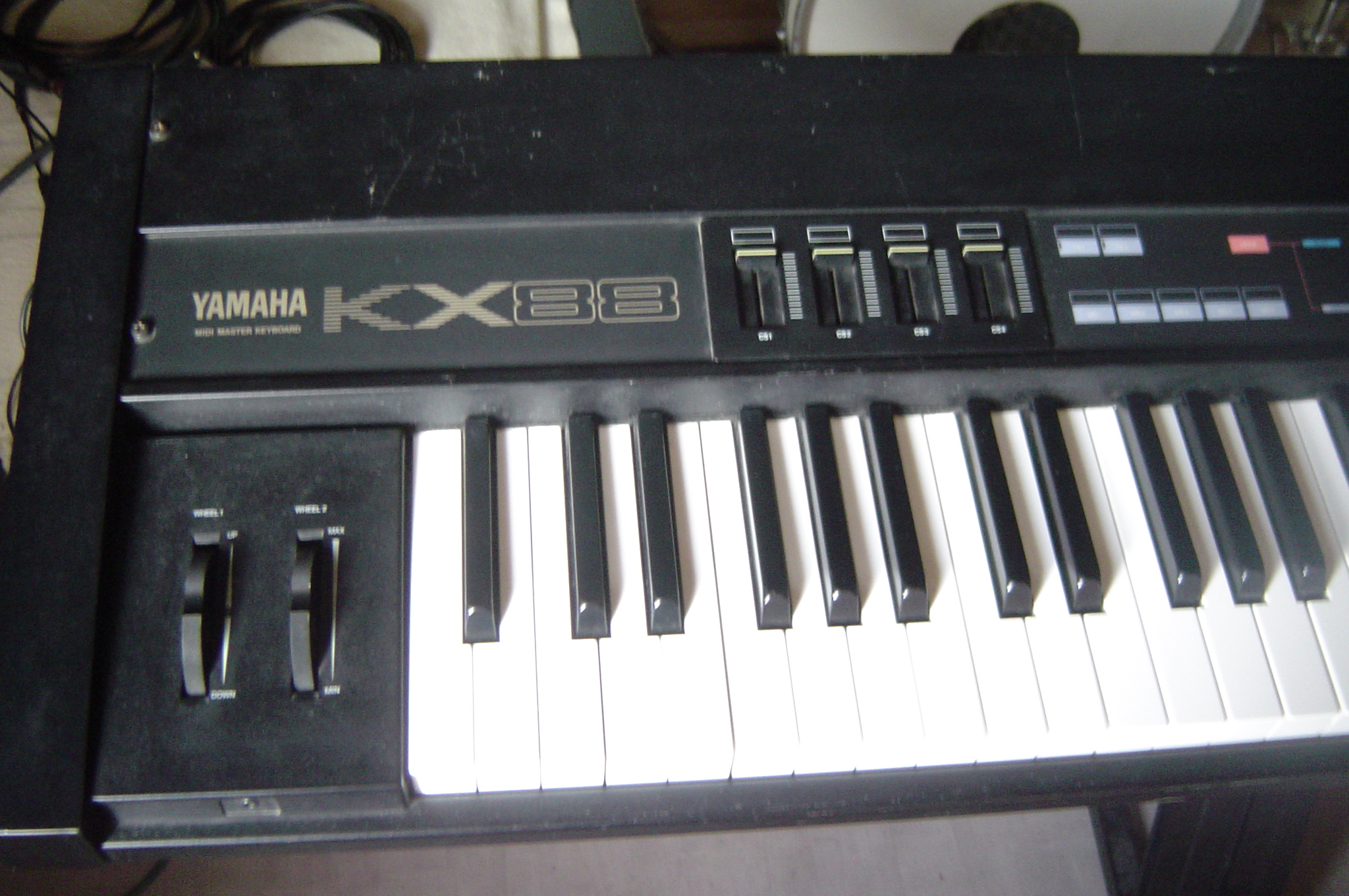 Yamaha kx88 image 309127 audiofanzine for Yamaha midi controller keyboard