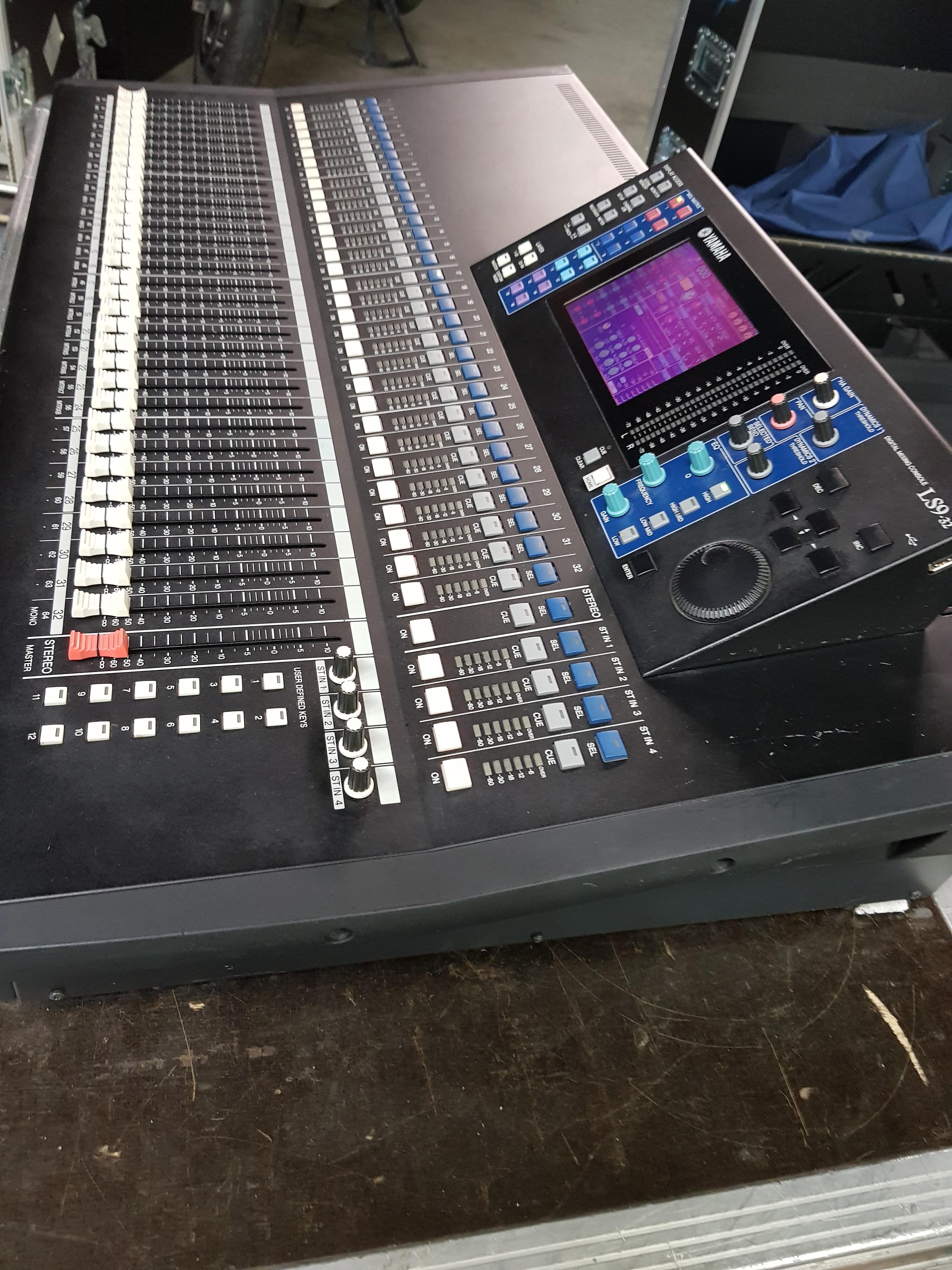 Vend table de mixage yamaha ls9 32 flight case a roulette ile de france audiofanzine for Table yamaha
