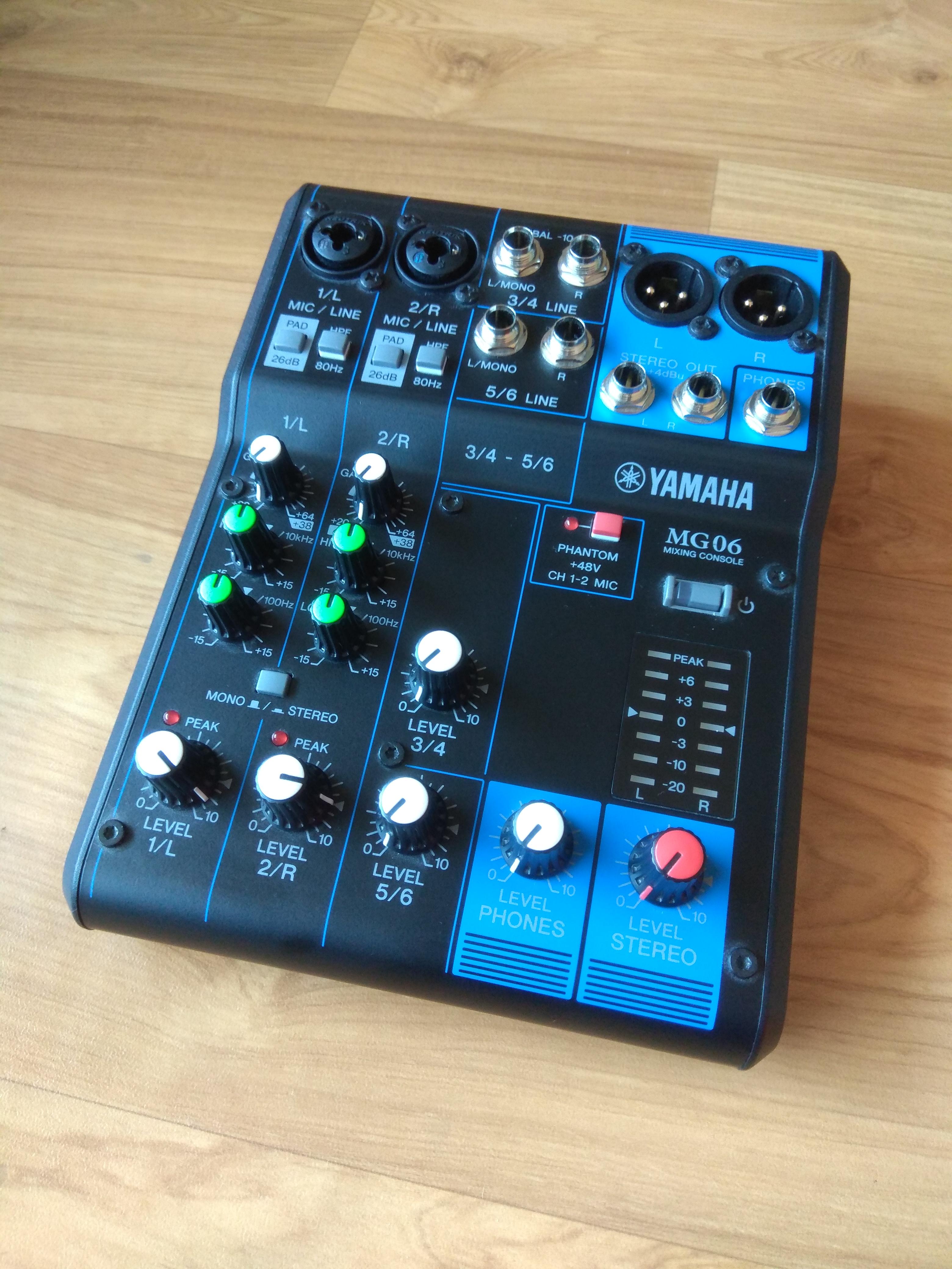 table de mixage yamaha mg06