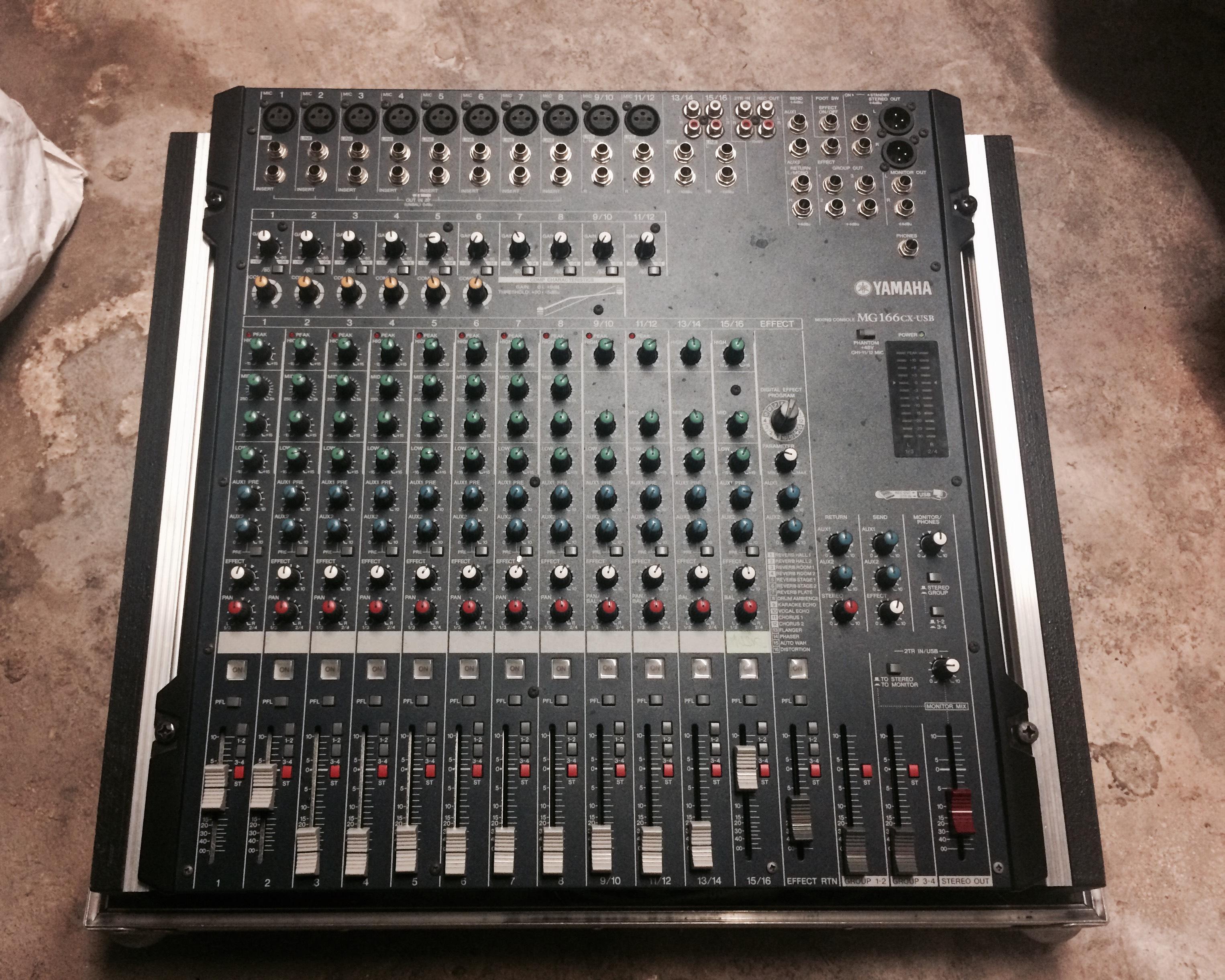 Photo yamaha mg166cx usb table mixage yamaha jpg 1889424 audiofanzine - Table de mixage yamaha usb ...