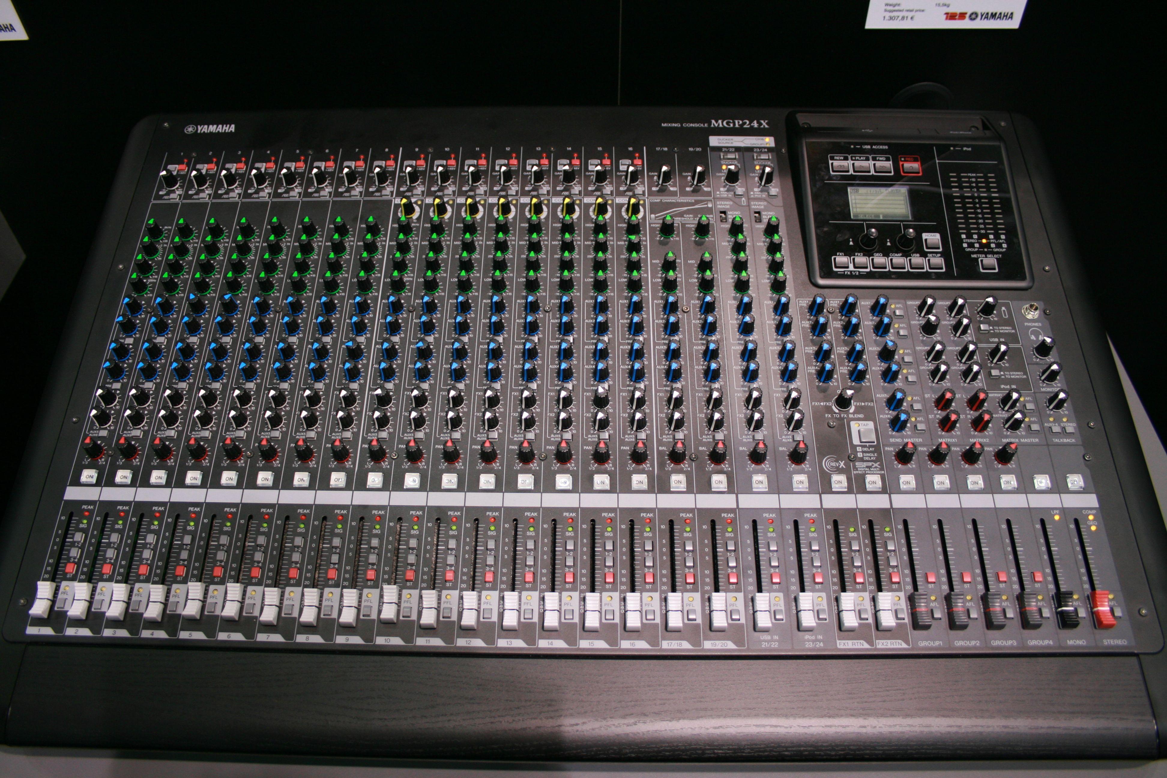 Yamaha mgp24x image 589748 audiofanzine for Yamaha mgp24x 24